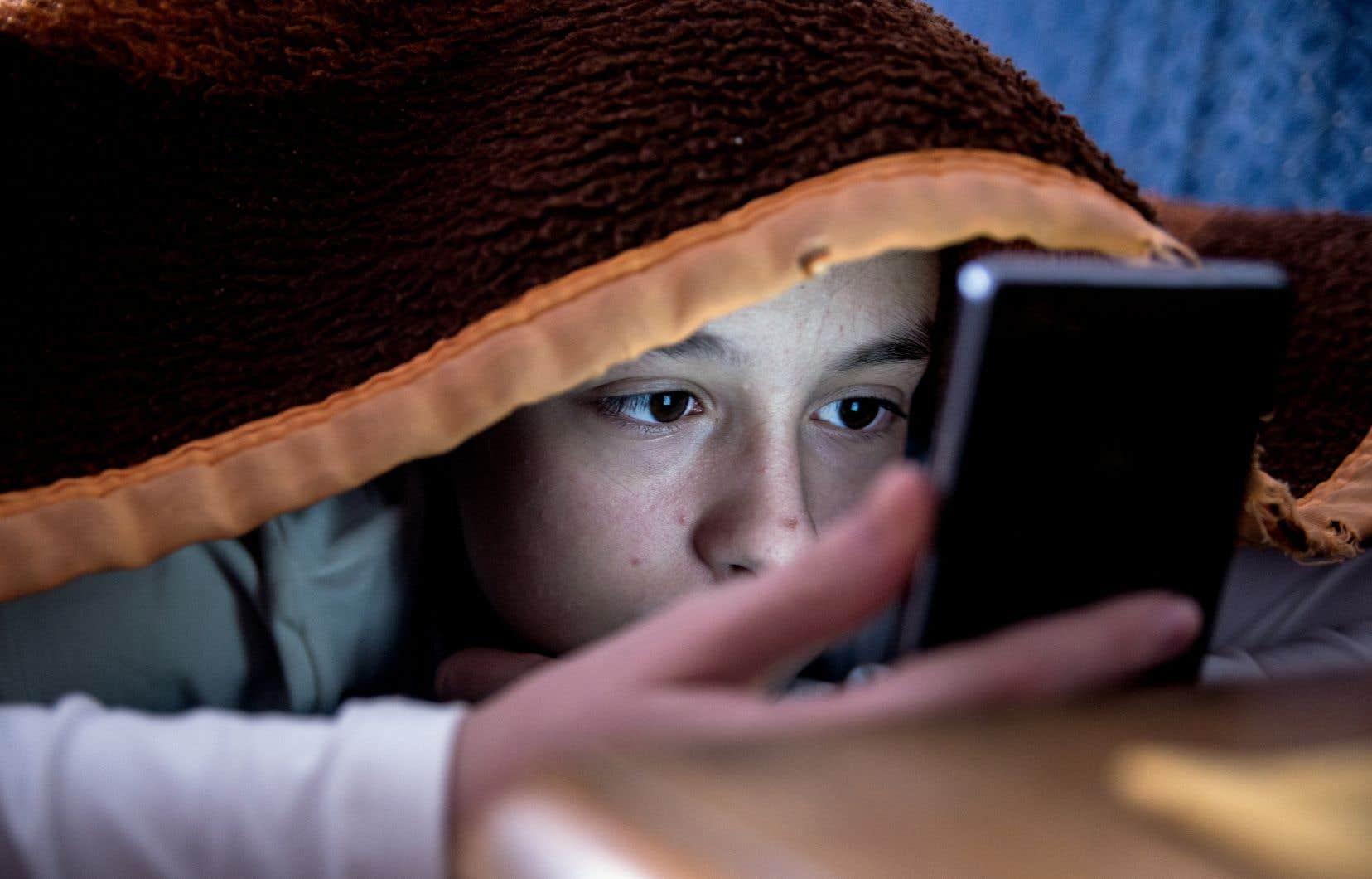 «Le besoin de socialiser est fondamental chez nos jeunes et malheureusement, cette socialisation se déplace de plus en plus vers le virtuel», écrit l'autrice.