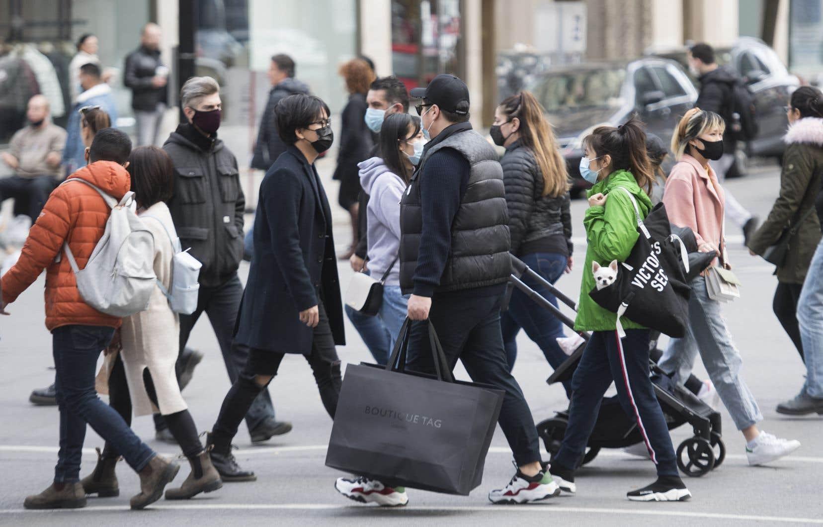 «Il est tout simplement impossible de penser que tous les immigrants auront un niveau de français suffisant pour utiliser ces services après seulement six mois au Québec», estiment les signataires.