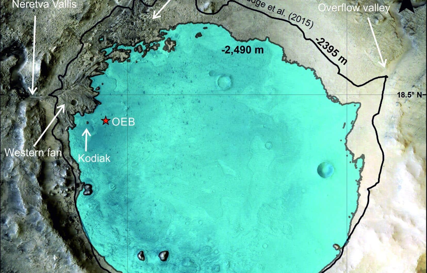 En bleu, on peut voir le niveau du lac dans le cratère Jezero tel qu'estimé à partir des observations effectuées depuis «Perseverance», qui est actuellement à 2 km du delta. Ce niveau était 100 m plus bas que le niveau suggéré par les données satellitaires.