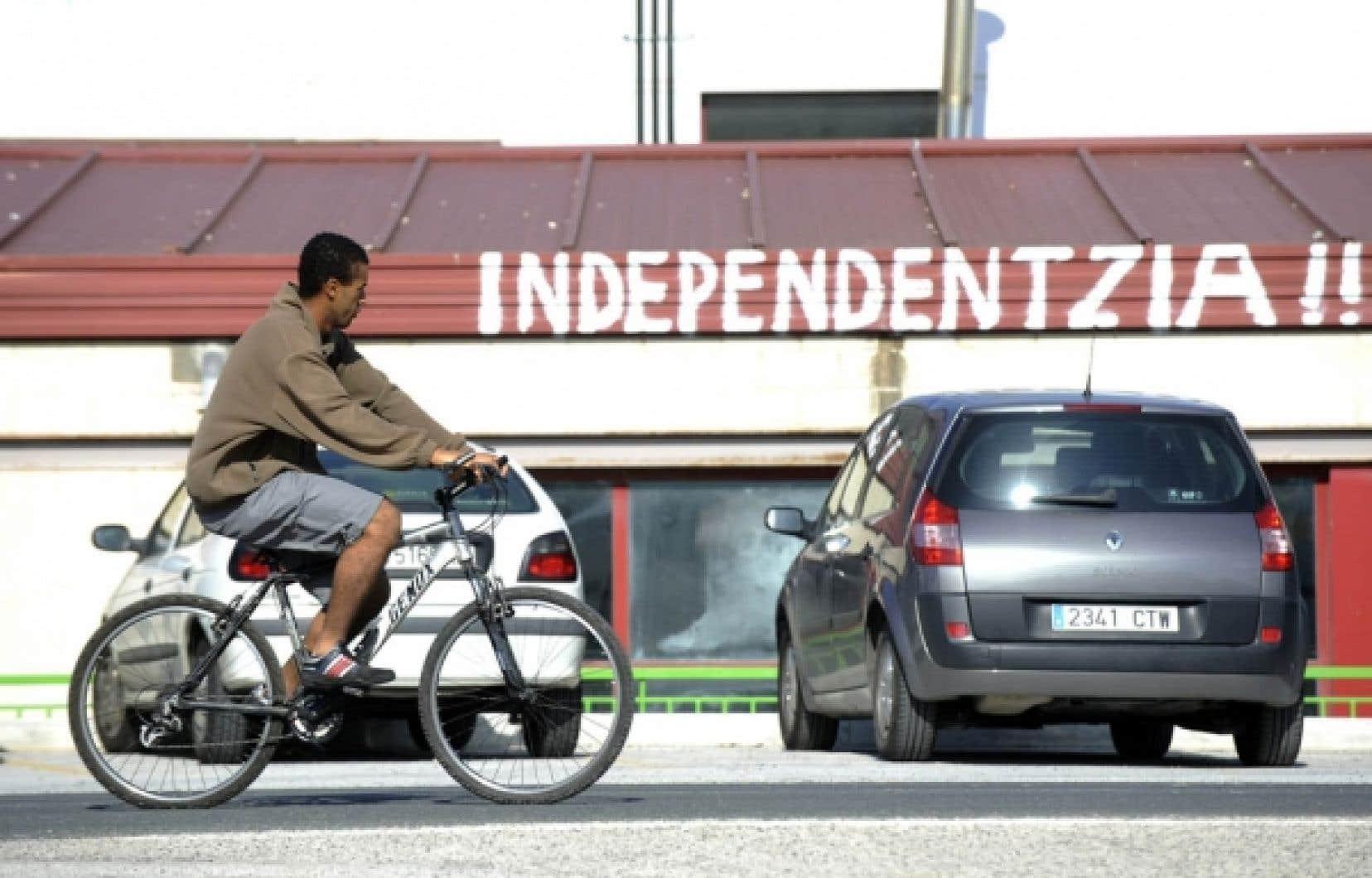 «Indépendance»: dans une rue d'Arbizu, hier, au Pays basque espagnol.<br />