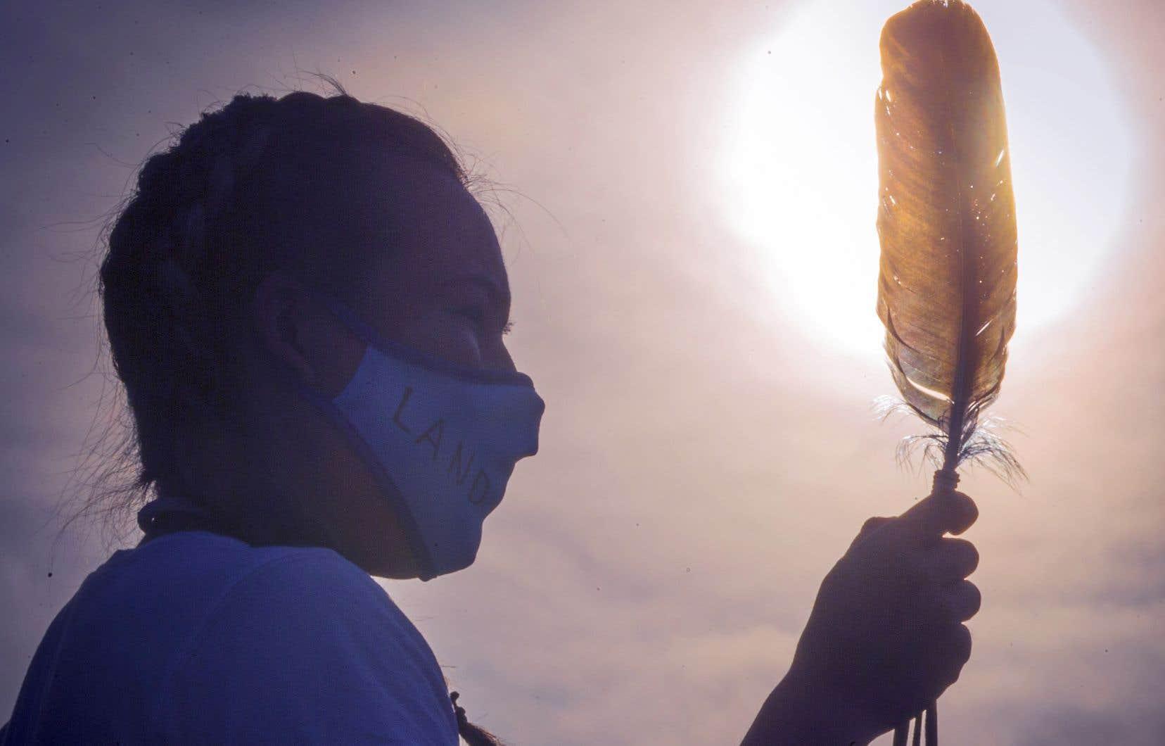 Lors d'une cérémonie commémorative à Montréal, ce printemps, à la mémoire des 215 enfants dont les restes furent découverts sur le site de l'ancien pensionnat autochtone de Kamloops, en Colombie-Britannique.
