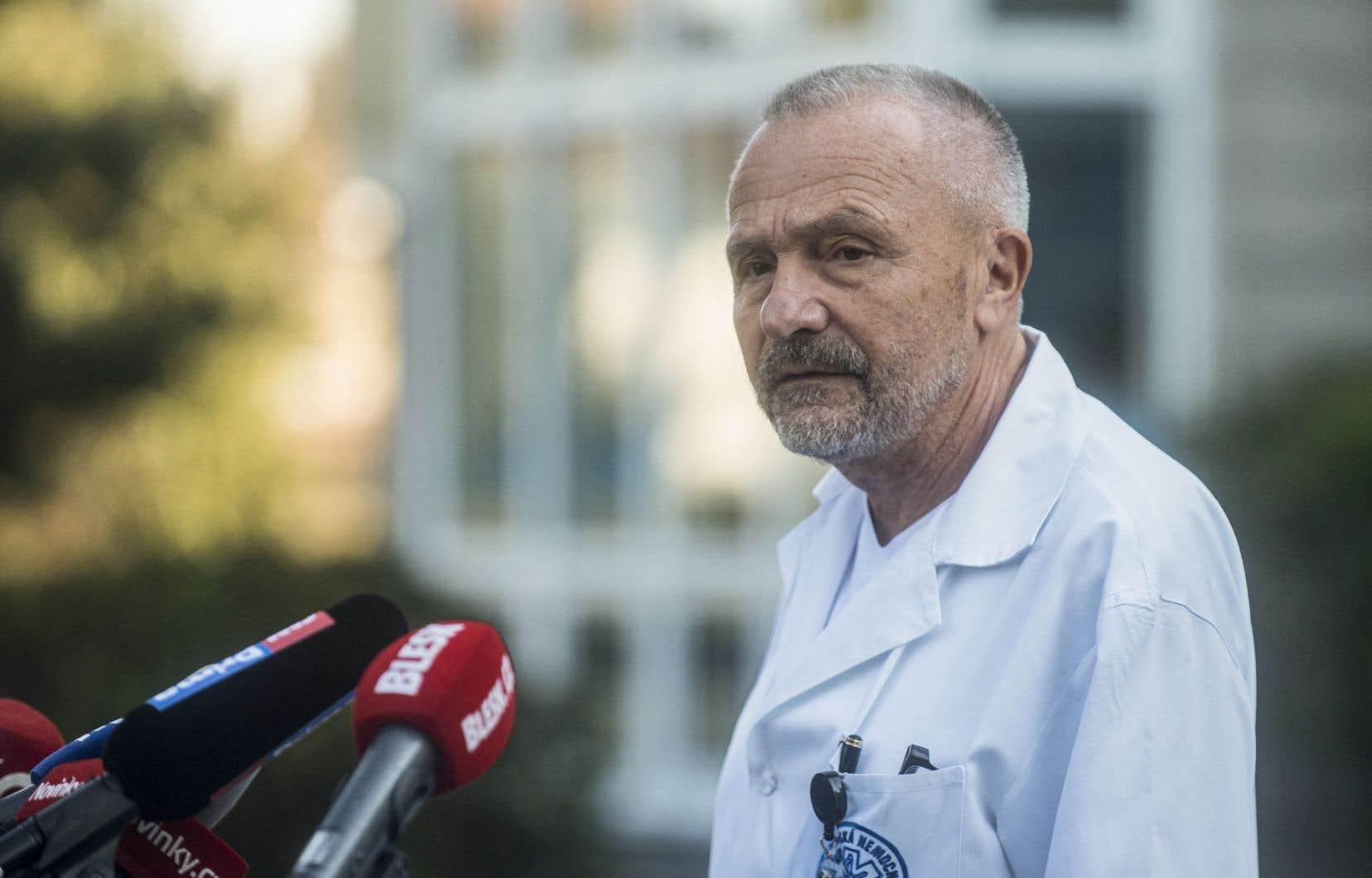 Le médecin du président tchèque Milos Zeman,Miroslav Zavoral, a annoncé qu'il avait été placé en soins intensifs, sans révéler le diagnostic.