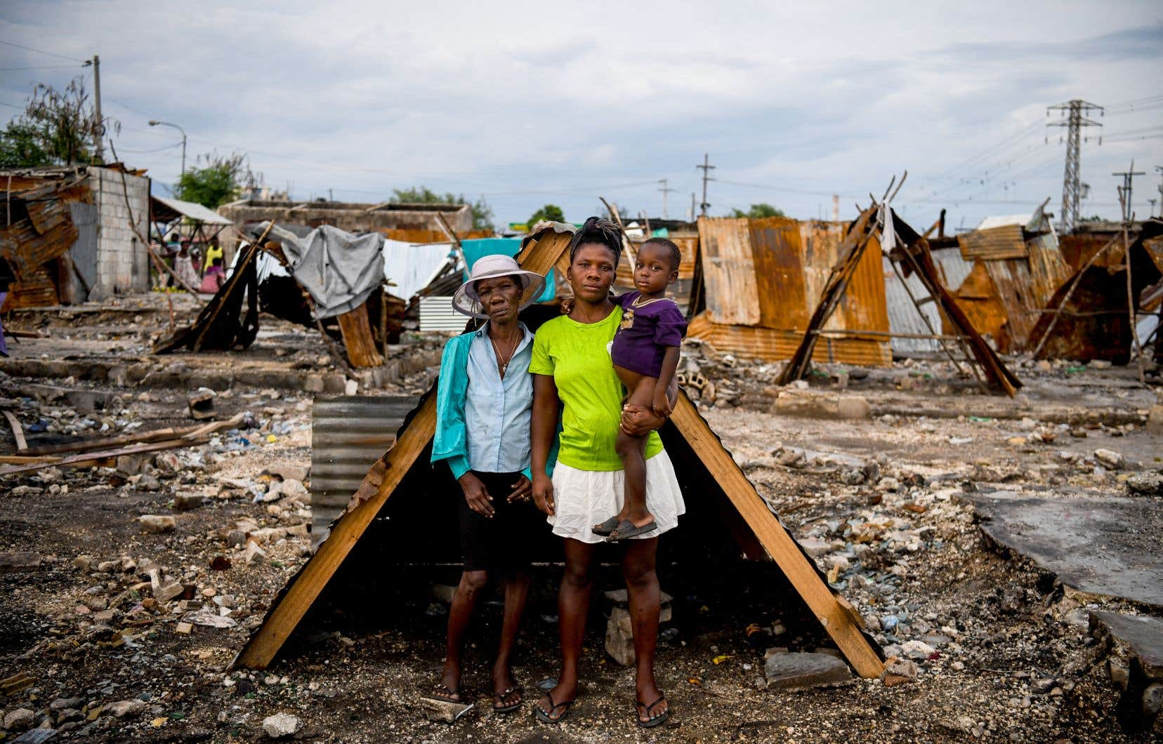 Rien qu'au cours de l'été, plus de 19 000 personnes comptant déjà parmi les plus vulnérables du pays ont dû fuir leur logement pour se réfugier dans des gymnases, des lieux publics ou ailleurs, selon l'ONU.