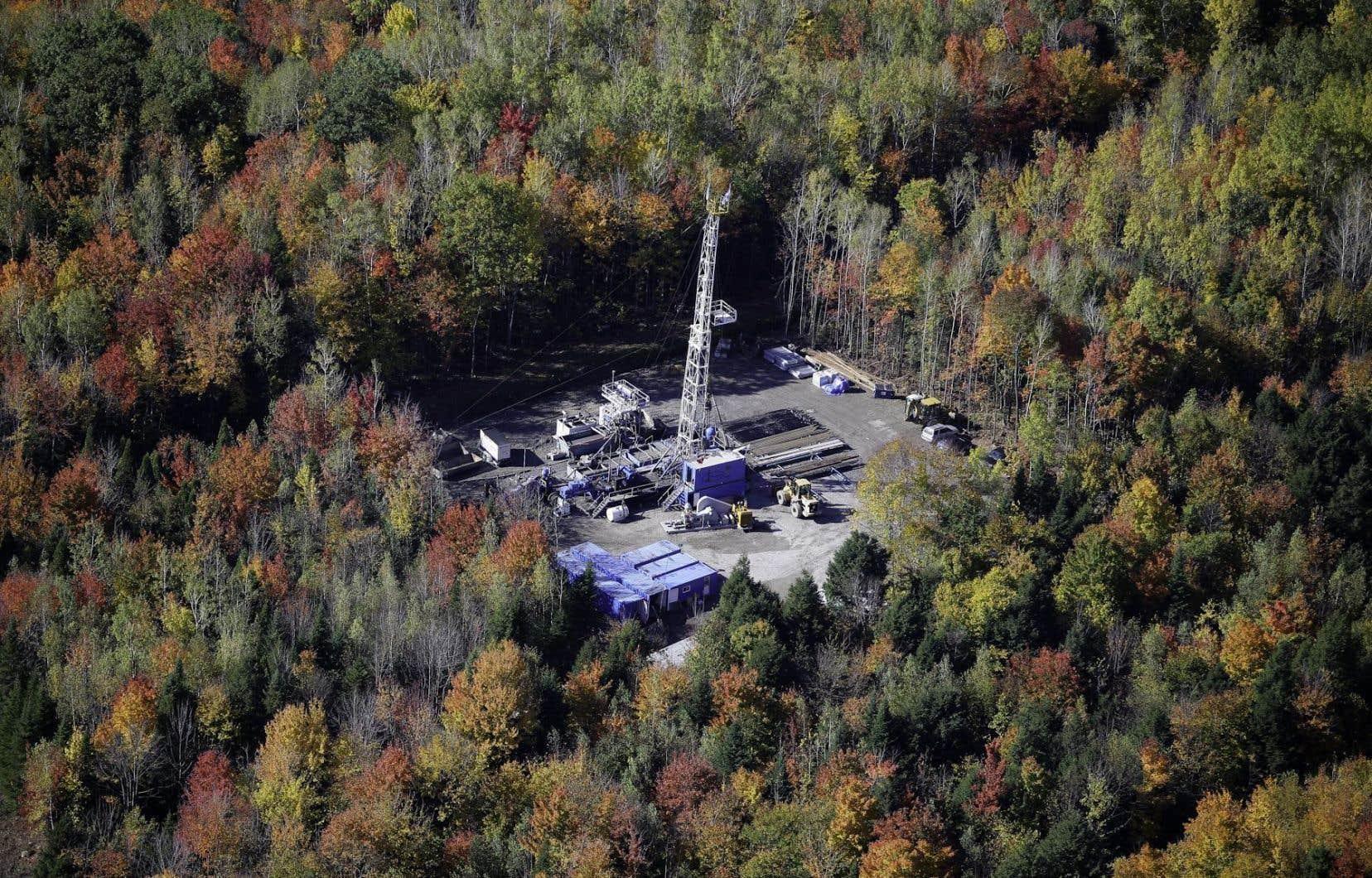 En 10 ans, le gouvernement du Québec a obtenu 12 millions de dollars en frais payés pour le maintien de tous les permis d'exploration, mais il a dépensé 120 millions de dollars dans des projets pétroliers qui n'ont jamais vu le jour.
