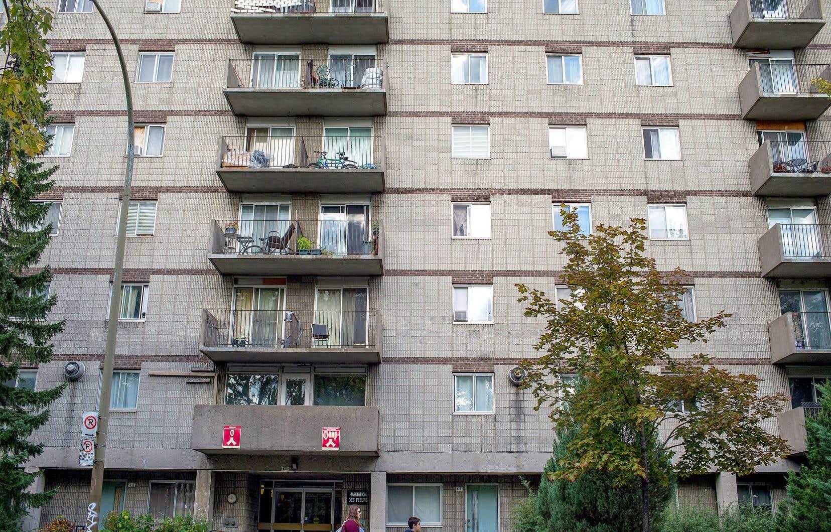 La Ville de Montréal fait notamment état de la réalisation de 29 projets de logements sociaux dits «clé en main» depuis 2012 par des promoteurs immobiliers qui ont collaboré avec des groupes de ressources techniques dans le cadre de cette stratégie. Ces projets totalisent 2075 unités qui ont été livrées en partie depuis.