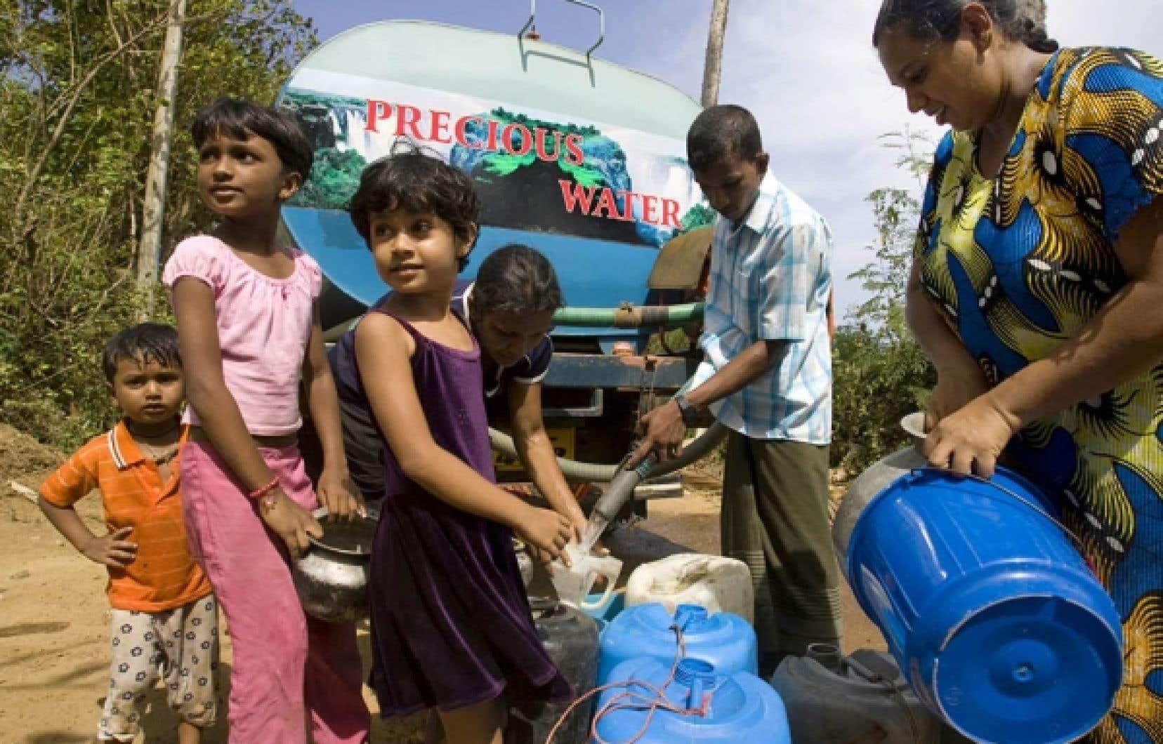 L'Asie regroupe 60 % de la population mondiale, mais elle ne bénéficie que de 36 % de l'eau douce disponible sur le globe, ce qui rend nécessaire la distribution de cette précieuse ressource dans de nombreuses régions.