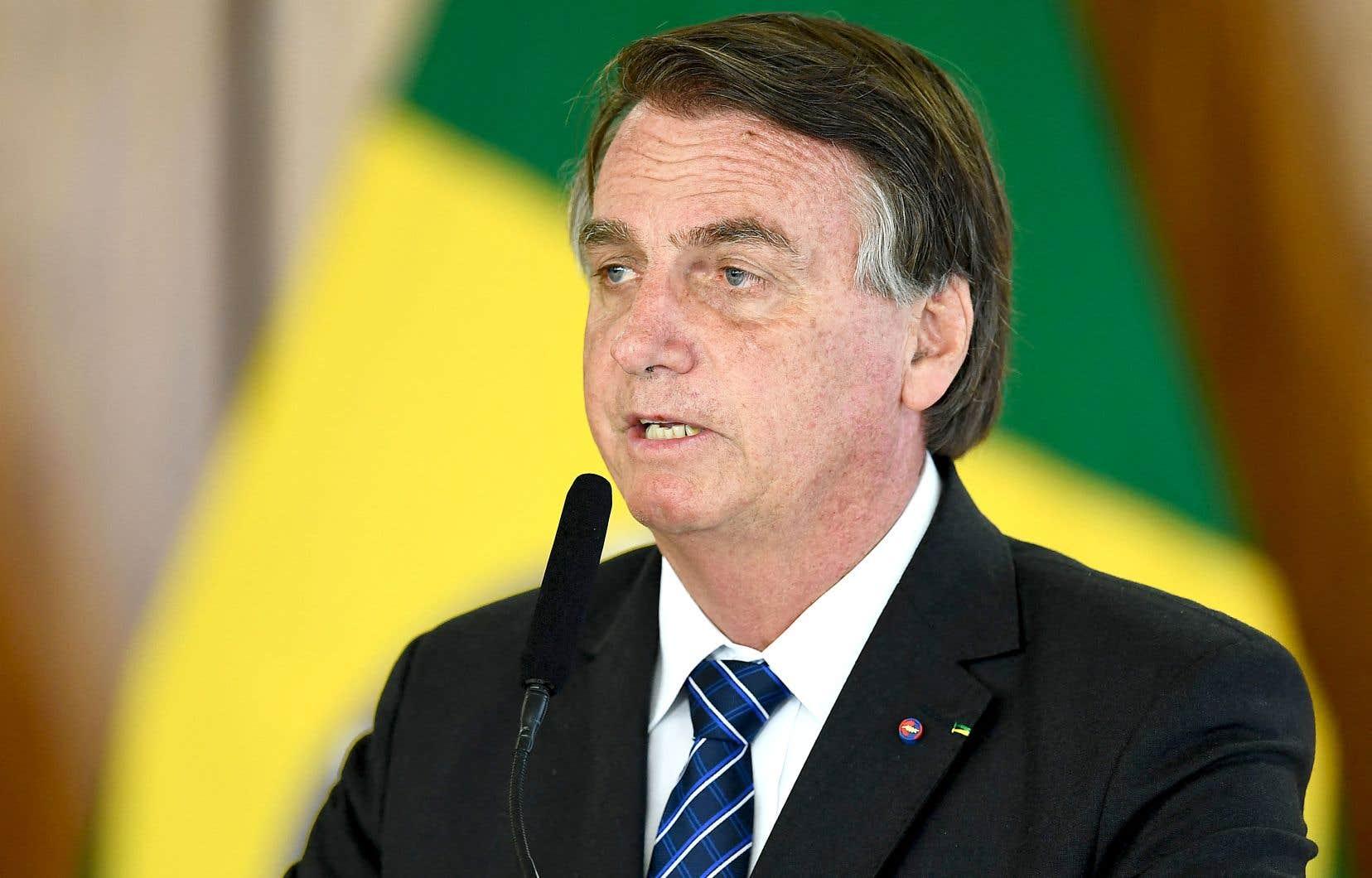 Bolsonaro accusé d'avoir laissé la COVID-19 tuer les Brésiliens
