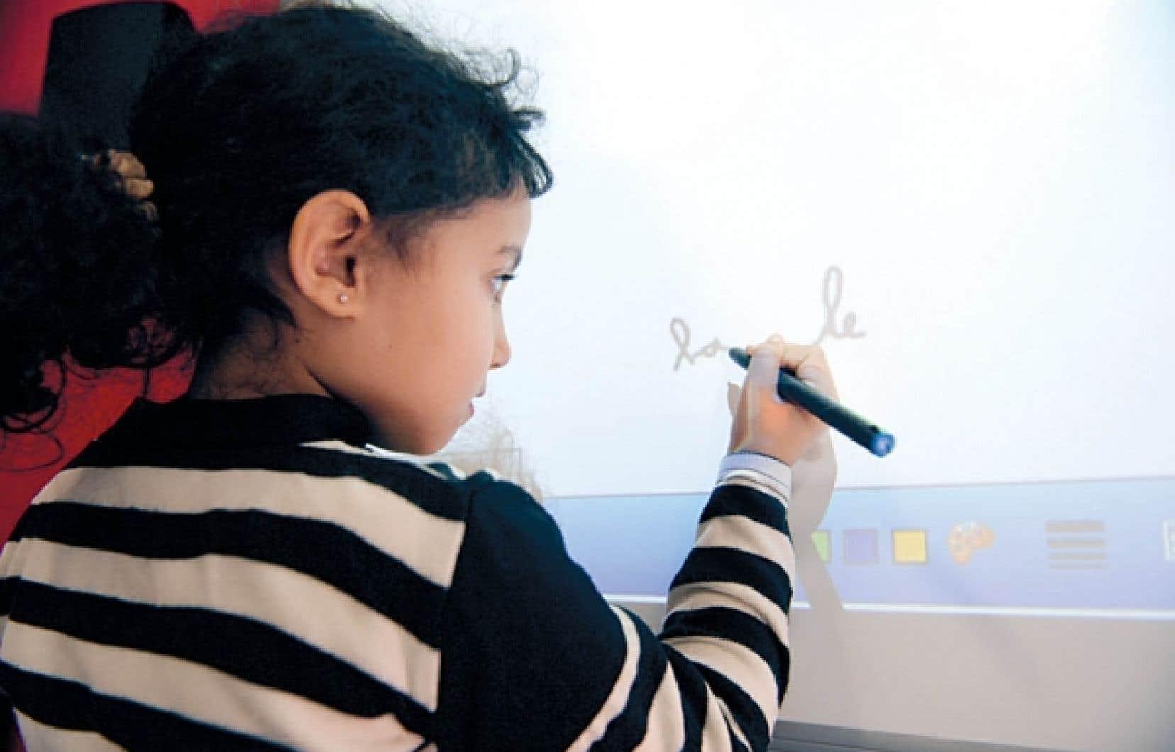 Les tableaux blancs interactifs (TBI) seraient au nombre de 10 000 dans les écoles québécoises.