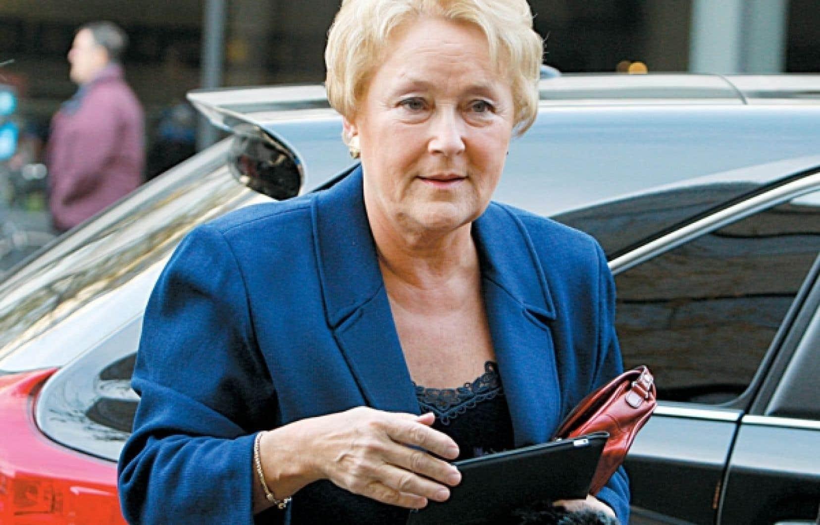 Pauline Marois voit en François Legault «quelqu'un de conservateur» qui a «renoncé à son idéal» souverainiste.
