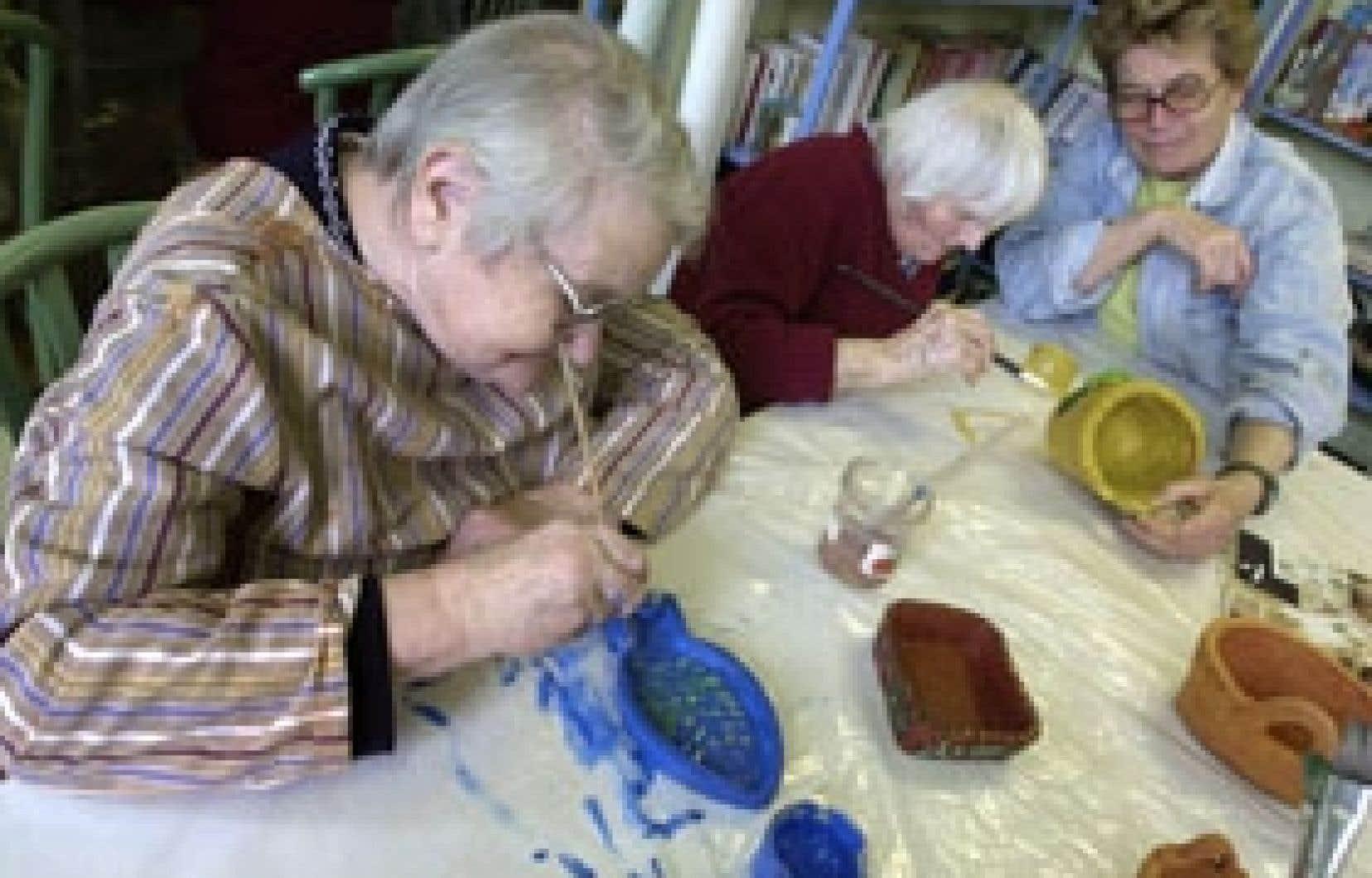 Bien que satisfaites des services, les personnes âgées vivant en institution souffrent du manque de continuité des soins.