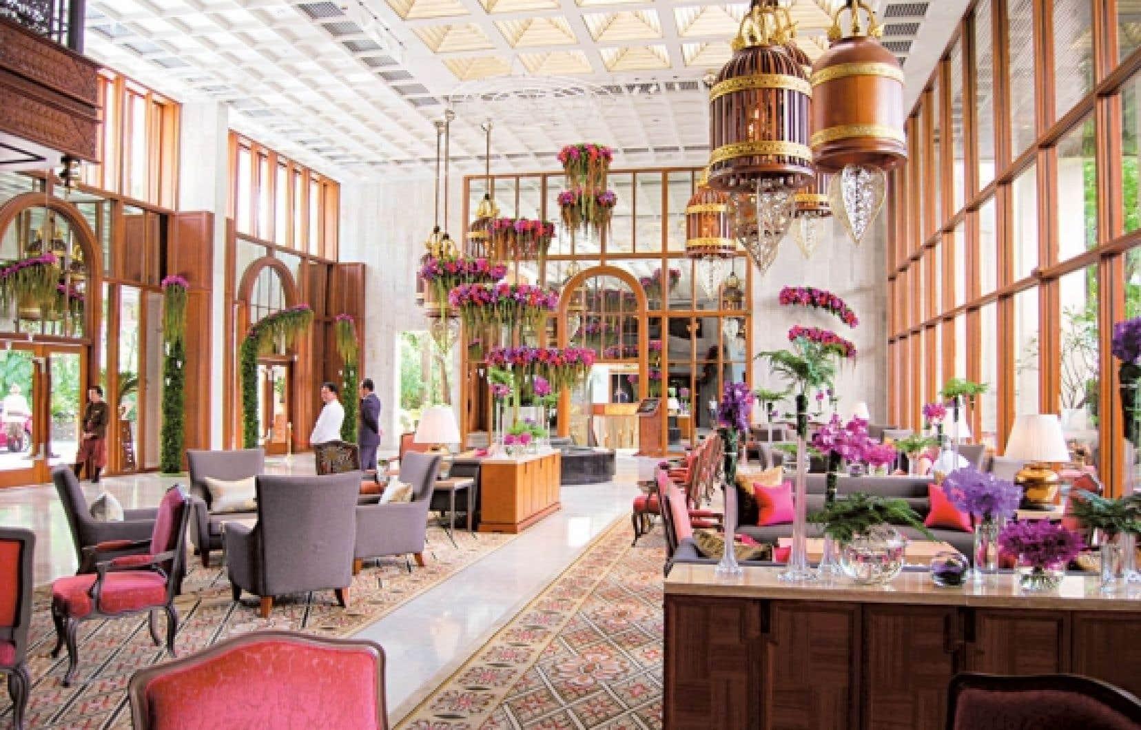 Le hall fleuri de l'hôtel Oriental à Bangkok.