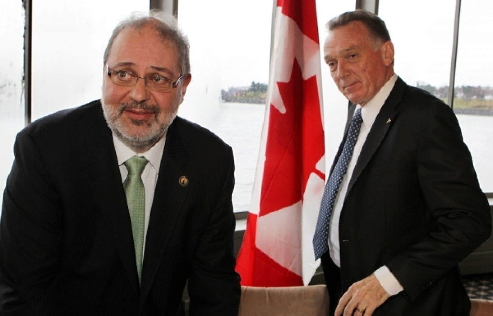 Pierre Arcand et Peter Trent ont un point de vue différent sur la participation du Canada au protocole de Kyoto.<br />