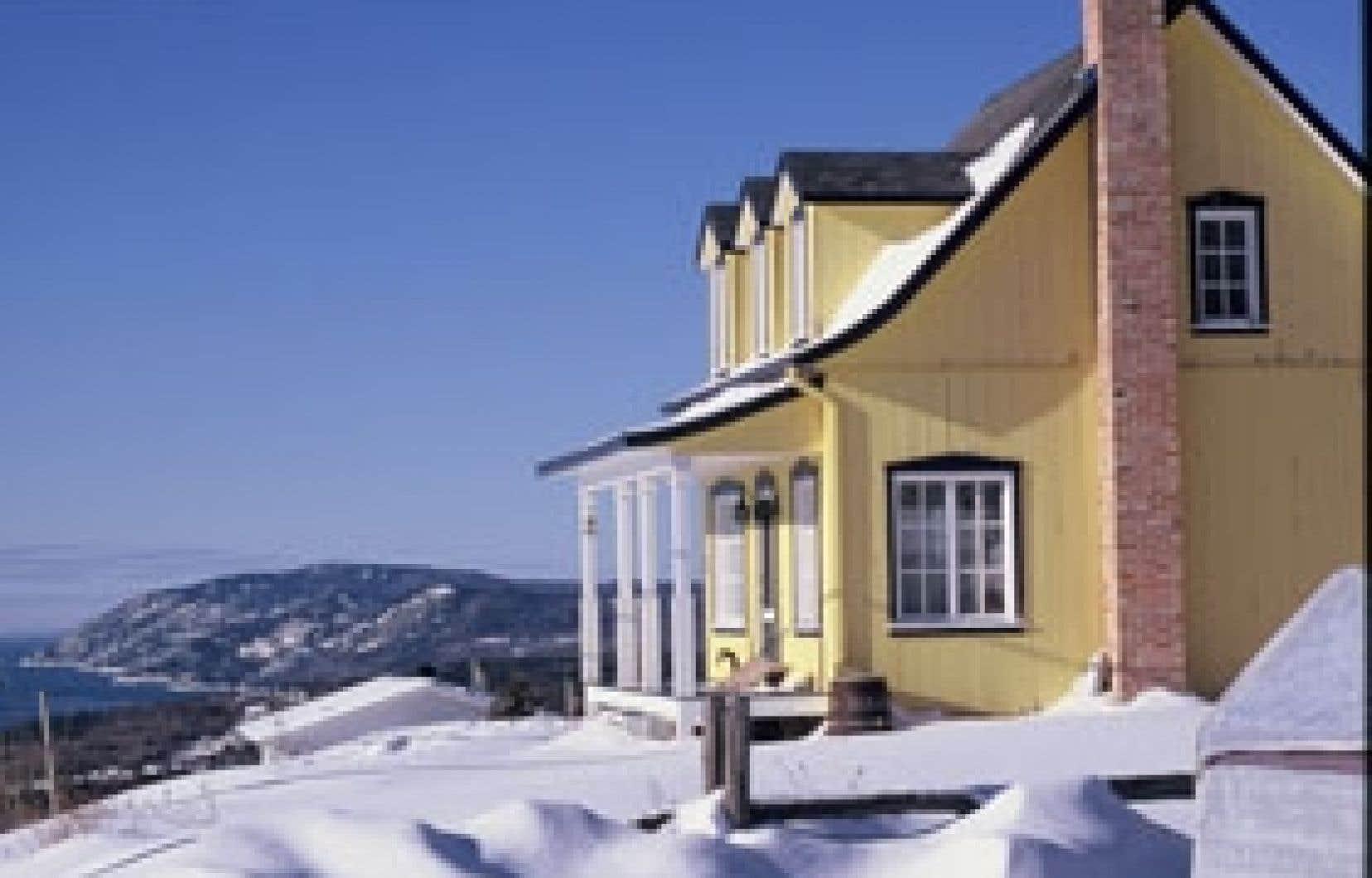 Un paysage typique de Charlevoix pendant la blanche saison. Mais cette année, les bancs de neige y sont tellement élevés qu'à certains endroits on distingue à peine les maisons! Photo: François Rivard