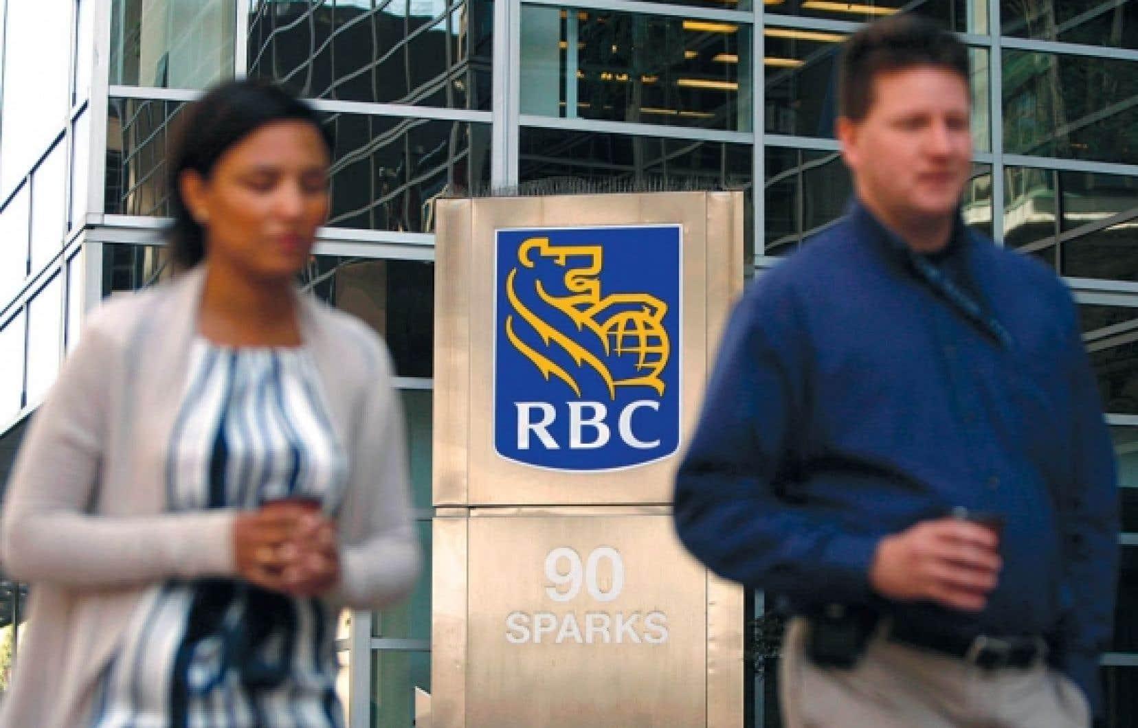 La valeur nette des ménages canadiens s'est repliée de 2,5 %, de 184 700 $ à 180 100 $.<br />