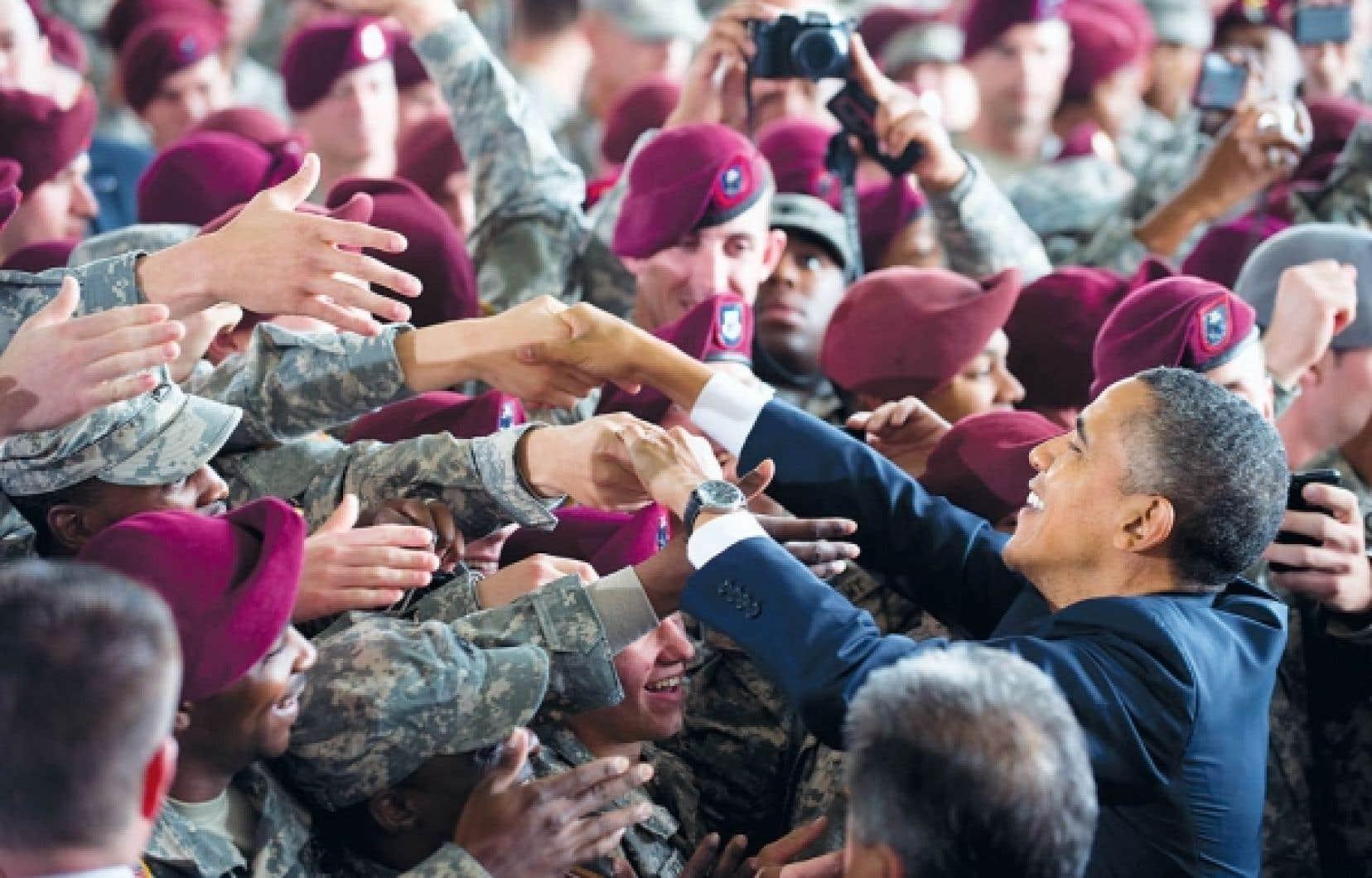 Le président Barack Obama a salué hier la «réussite extraordinaire» des États-Unis en Irak, mais a appelé à tirer des leçons de ce conflit, en rendant hommage aux soldats quelques jours avant la fin du retrait prévu de l'armée américaine de ce pays. «Nous laissons derrière nous un État souverain, stable, autosuffisant, avec un gouvernement représentatif qui a été élu par son peuple. Nous bâtissons un nouveau partenariat entre nos pays. Et nous terminons une guerre non avec une bataille finale, mais avec une dernière marche du retour», a dit le président.<br />
