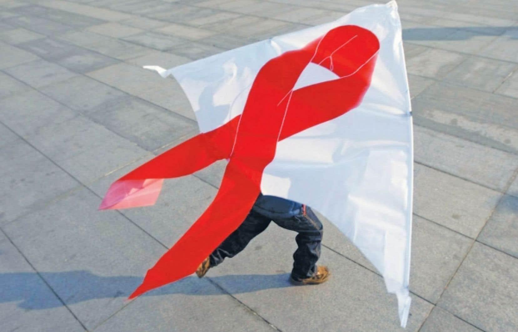 À Pékin, un enfant fait voler son cerf-volant au ruban rouge, symbole universel de la Journée mondiale de lutte contre le sida. <br />