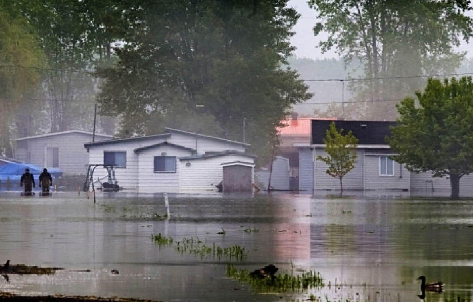Les inondations qui ont touché Saint-Paul-de-l'île-aux Noix et d'autres municipalités de la Montérégie sont les pires à être survenues au Québec depuis le déluge du Saguenay en 1996.<br />