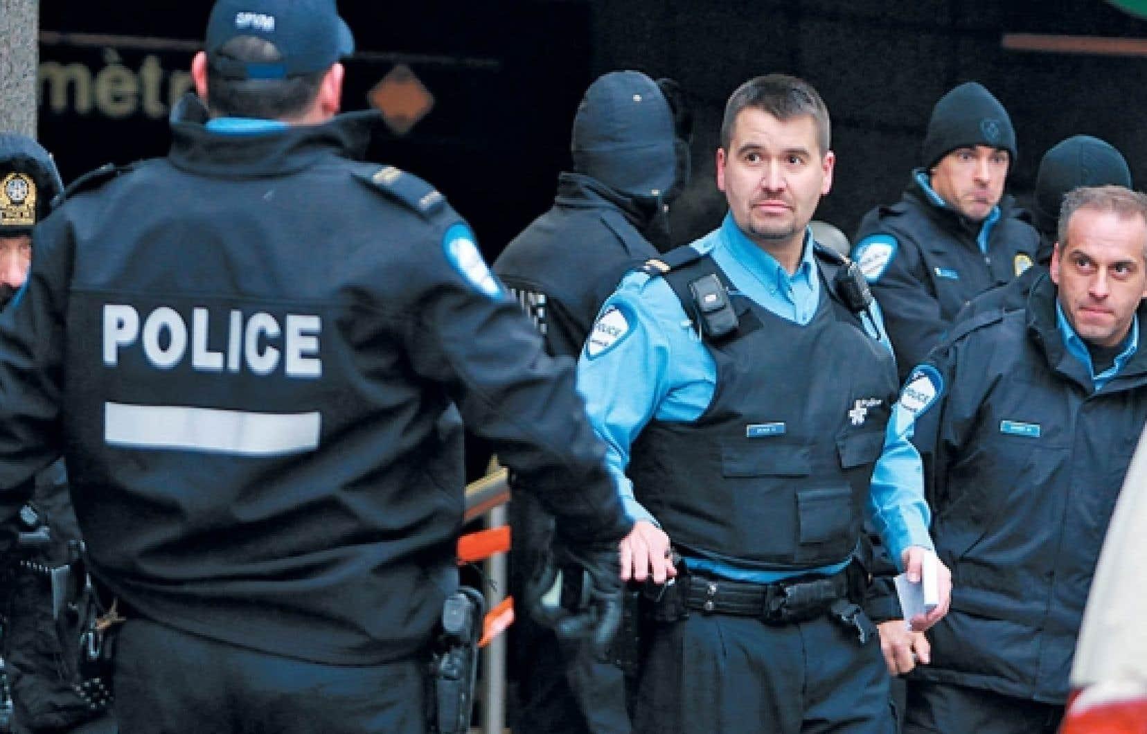 L'opération policière de vendredi à la station de métro Bonaventure, au centre-ville de Montréal, a nécessité l'intervention de dizaines d'agents.<br />