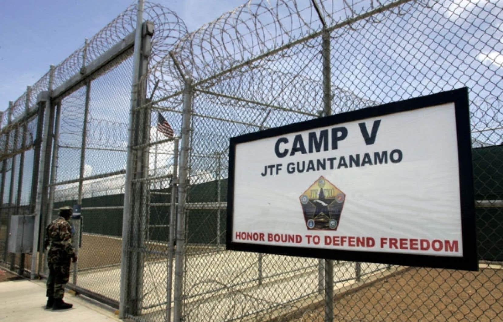 Malgré l'engagement de Barack Obama de fermer la prison avant janvier 2010, une loi votée par le Congrès et promulguée fin décembre empêche de facto la réalisation de cet objectif.