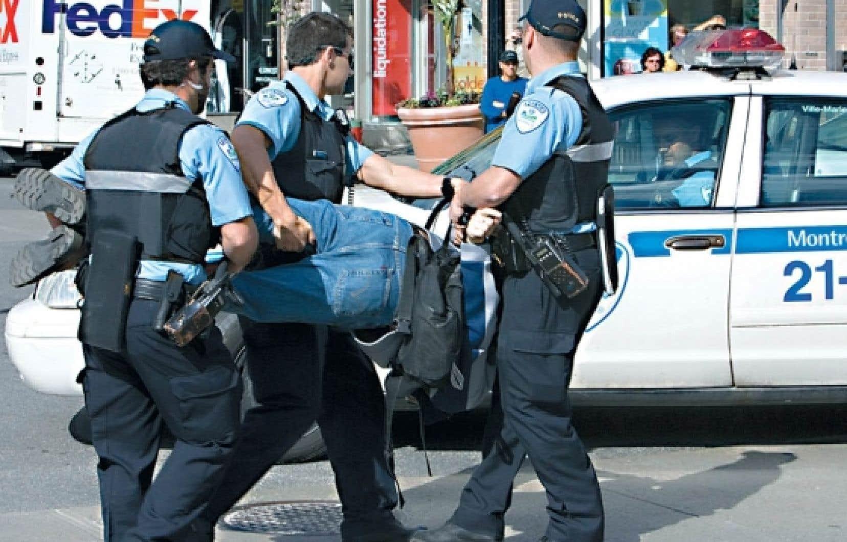 Les policiers sont appelés à l'occasion à intervenir pour des personns souffrant de troubles mentaux. Certaines interventions conduisent à des enquêtes menées par d'autres corps policiers, ce qui est dénoncé par plusieurs groupes.