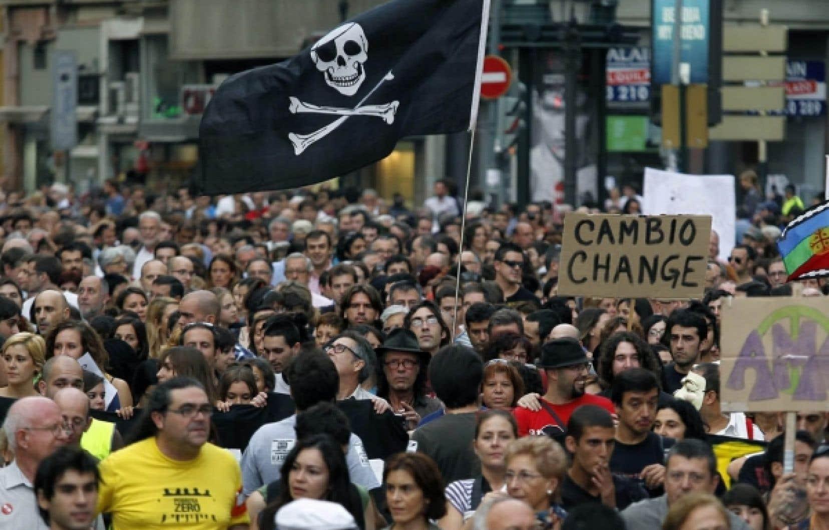 La col&egrave;re populaire, exprim&eacute;e sur notre photo par le mouvement de contestation des<em> &laquo;indignados&raquo;</em> espagnols en octobre dernier, incarnerait une menace pour la croissance mondiale, selon le forum de Davos.<br />