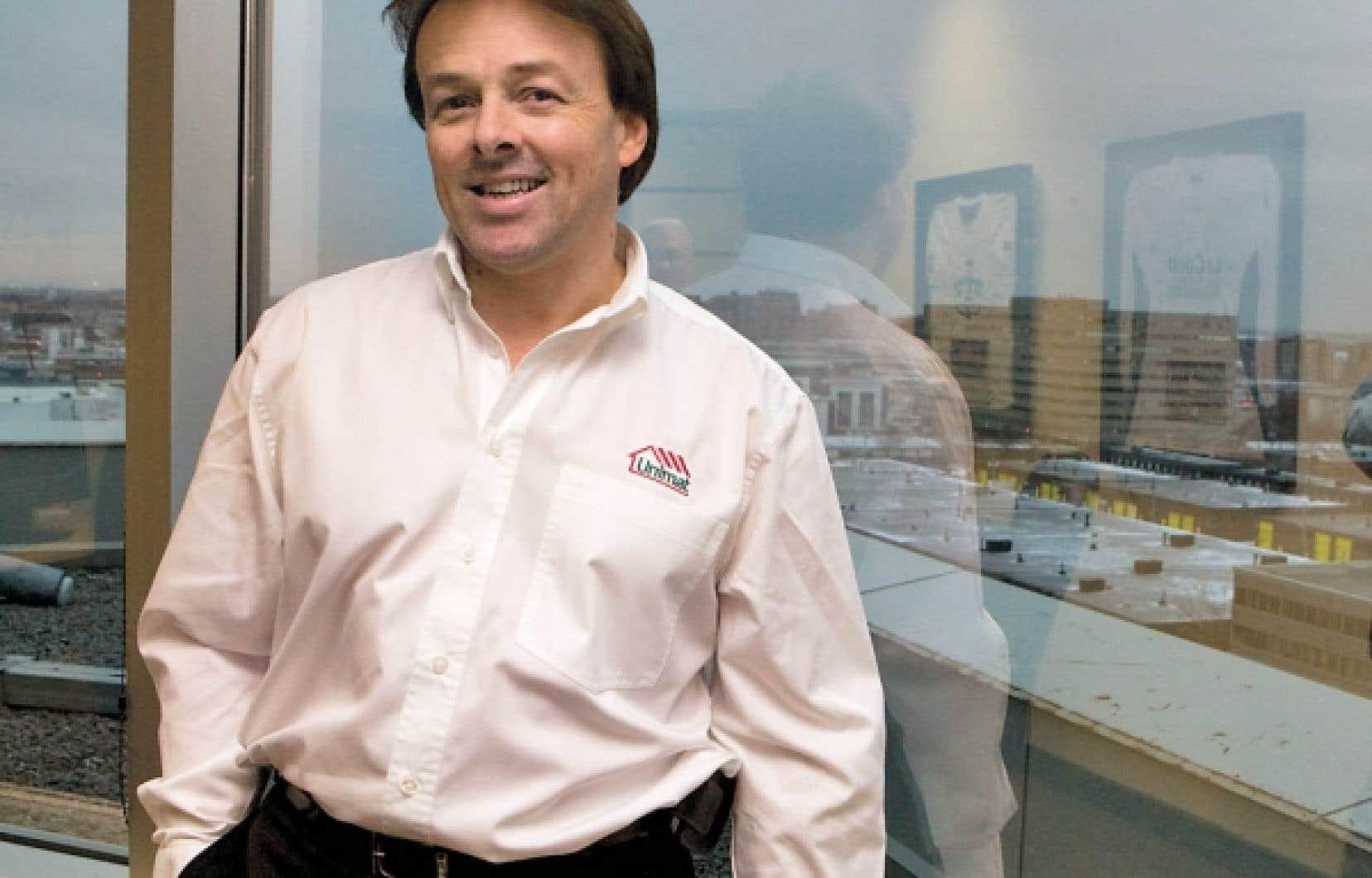 René Labrecque a travaillé durant une vingtaine d'années pour les géants Rona et Réno-Dépôt avant de se joindre à Unimat. <br />