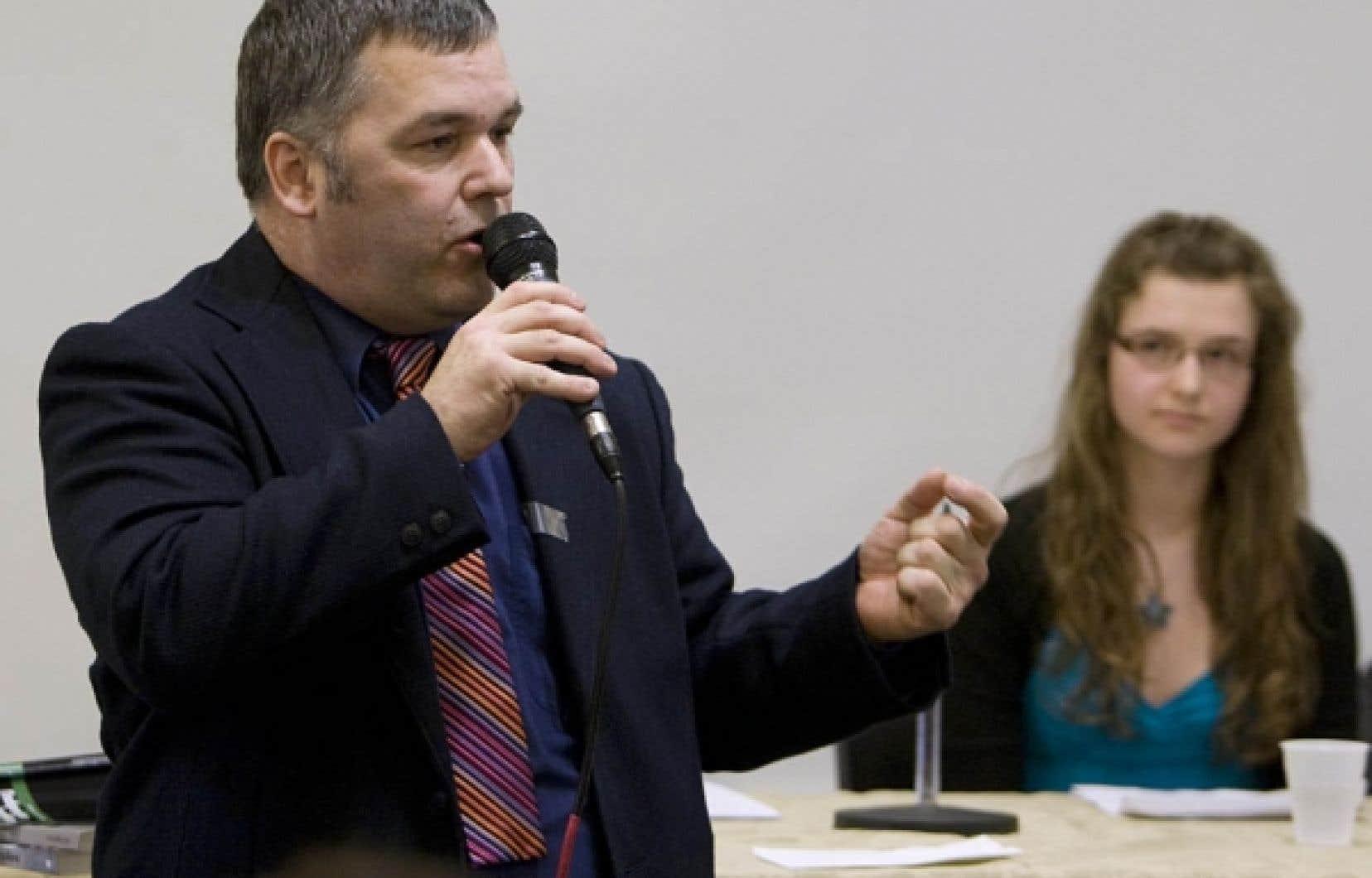 «Écologiste avant d'être souverainiste ou fédéraliste», comme il l'a indiqué à plusieurs reprises, M. Breton avait mordu la poussière en 2008 aux mains du bloquiste Thierry St-Cyr.