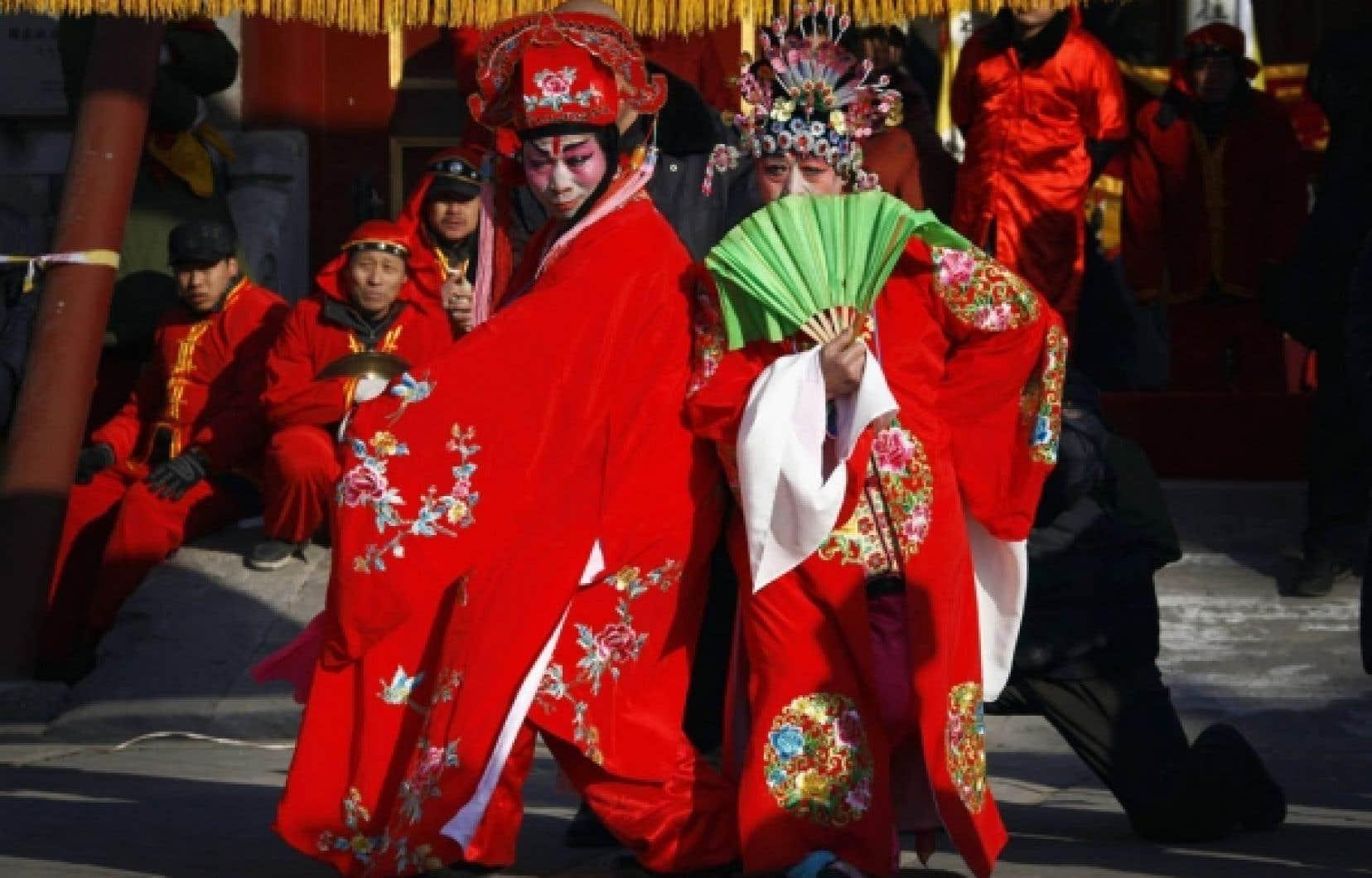 Des danseurs ont participé hier aux célébrations de la nouvelle année à Pékin.<br />