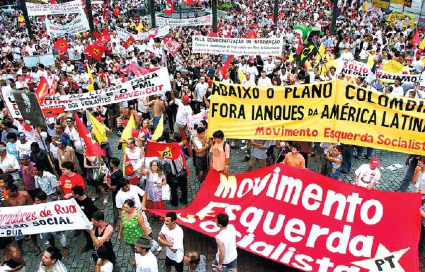 Il y a douze ans, la première rencontre de Porto Alegre avait réuni 20 000 militants du monde entier pour dire non au capitalisme. <br />