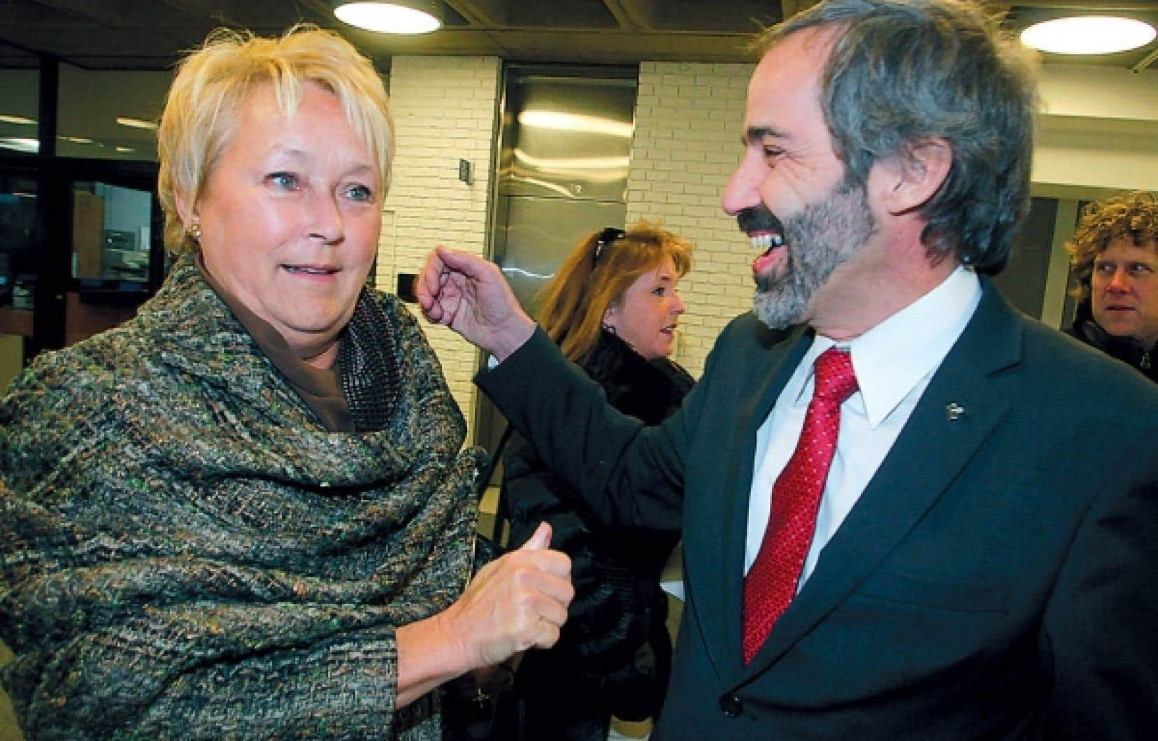 Les chefs péquiste et bloquiste, Pauline Marois et Daniel Paillé, étaient à Montréal hier pour annoncer la création d'un comité sur la souveraineté. Ils se sont montrés peu enclins à offrir un appui ferme à l'ancien chef du Bloc, Gilles Duceppe, qui a été attaqué sur sa gestion des fonds publics.