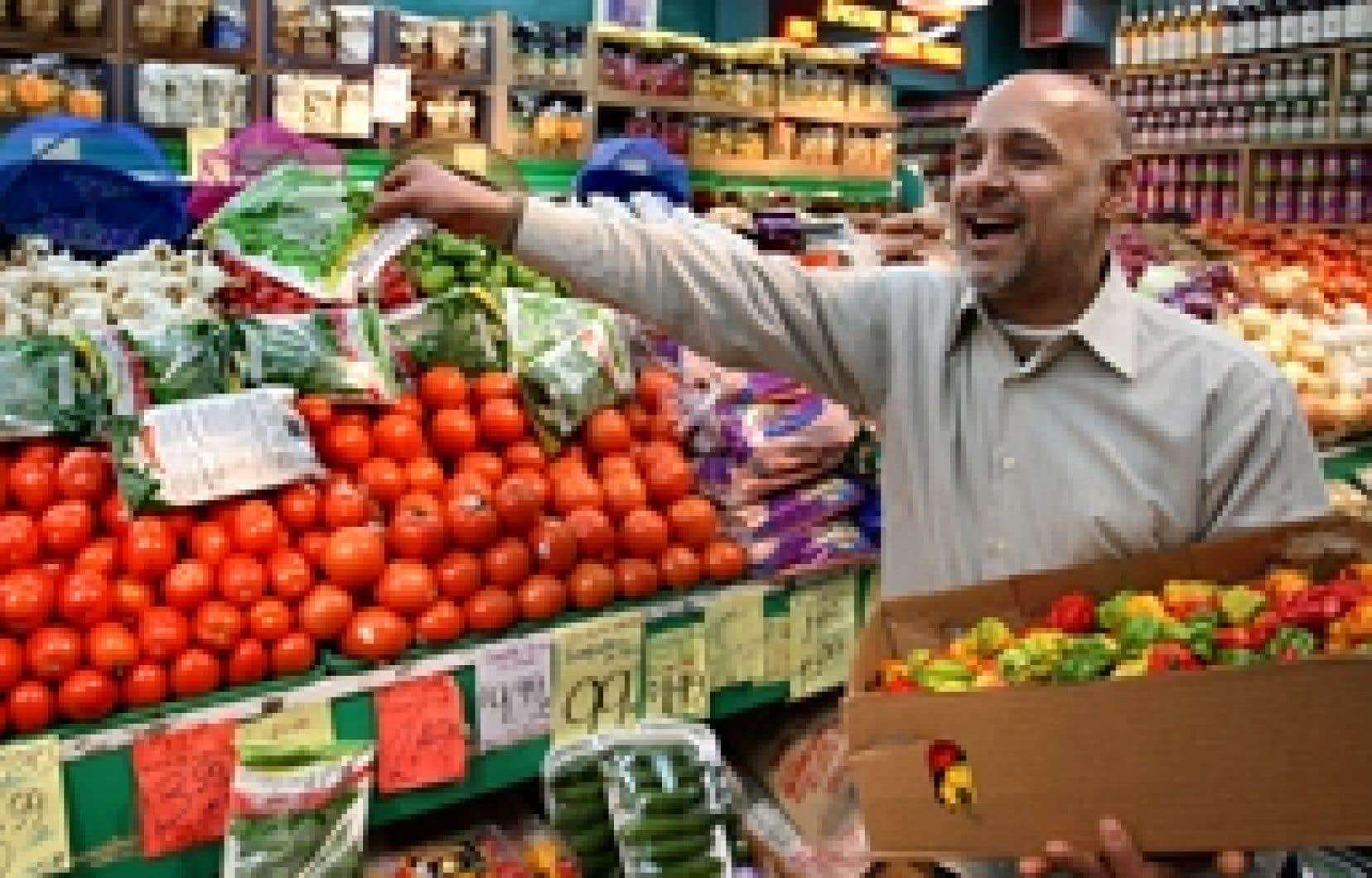 D'origine pakistanaise, Javed Iqbal utilise couramment le français pour servir les clients de son épicerie de l'avenue du Parc, à Montréal. Le français comme langue de travail a légèrement progressé au Québec, selon les données du recenseme