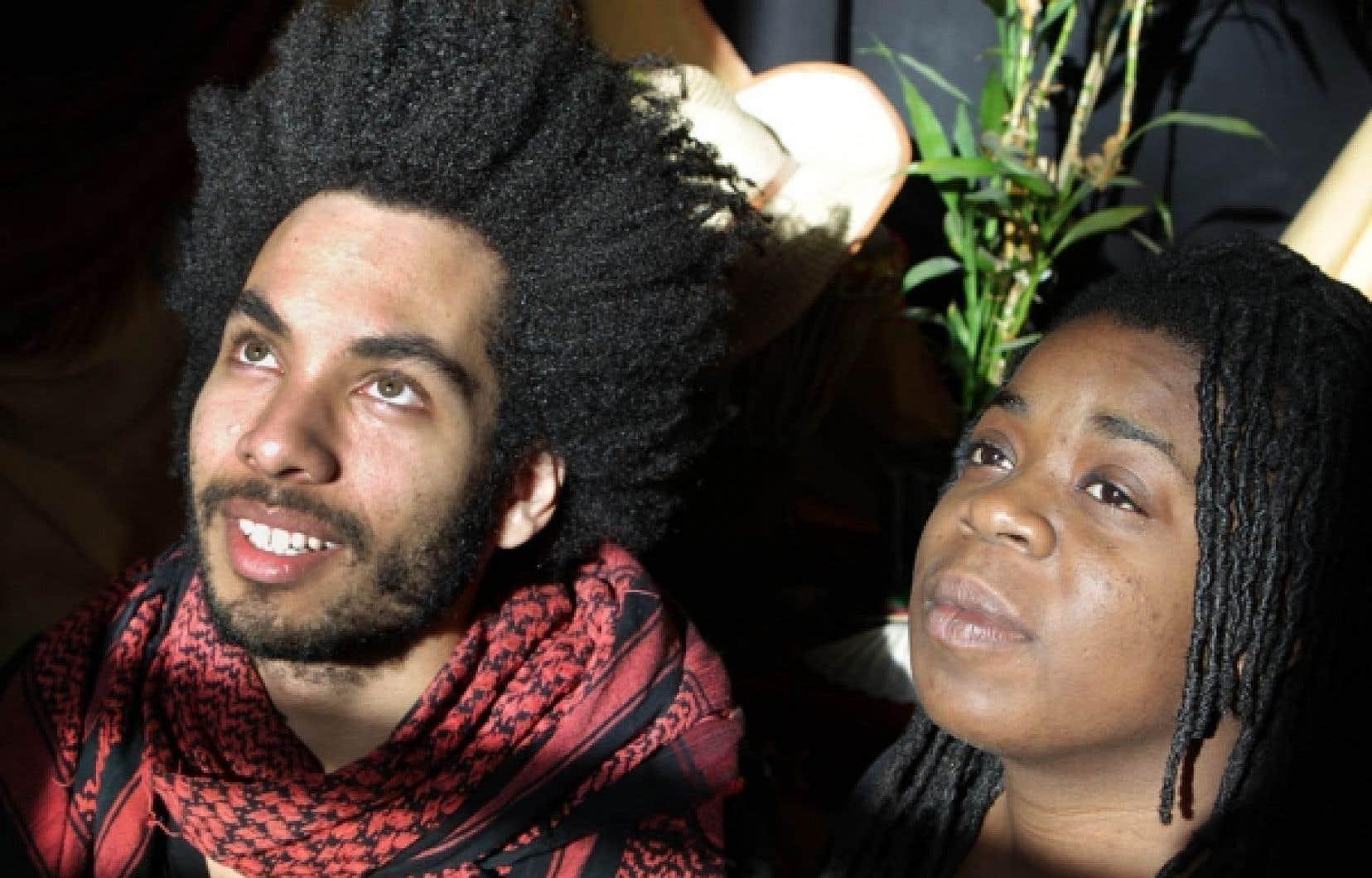 Xav Ier et BerekYah, deux artistes montréalais du monde de la poésie et de la chanson, ont décidé de lancer le mouvement «frovrier», qui invite les Noirs du monde entier à porter leurs cheveux naturels durant tout le mois de février, qui est aussi le Mois de l'histoire des Noirs.<br />