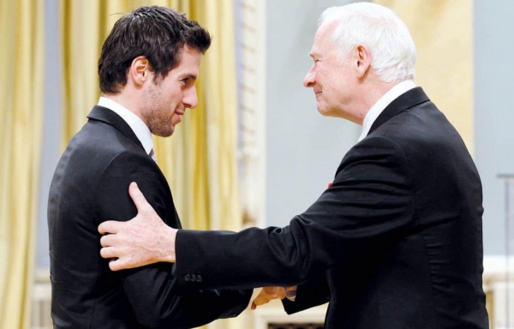 Le champion olympique Alexandre Bilodeau a reçu hier une médaille du jubilé de diamant des mains du gouverneur général, David Johnston.