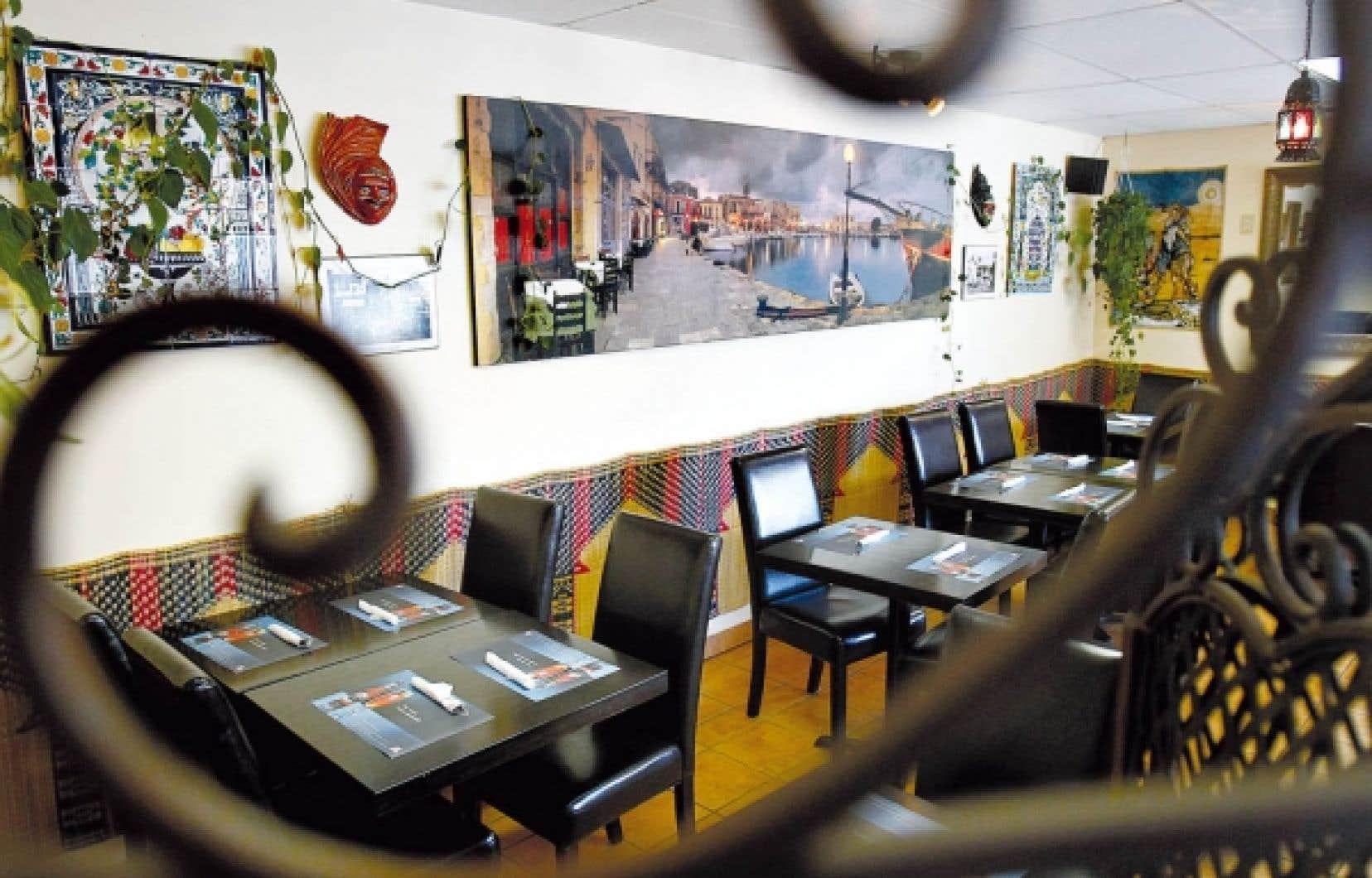 Le resto-caf&eacute; Au Port de la Goulette offre une cuisine inspir&eacute;e de la Tunisie et du Maroc.<br />