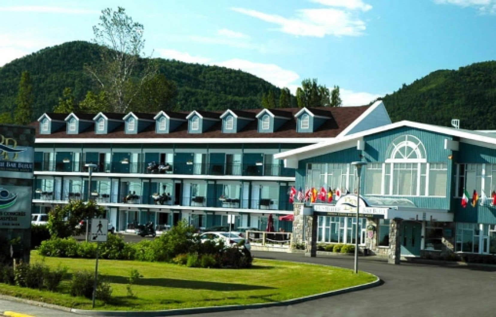 Le Centre de congrès de la Gaspésie dispose d'un guichet unique, Baie bleue aventure, offrant plusieurs activités à faire dans la Baie-des-Chaleurs. <br />