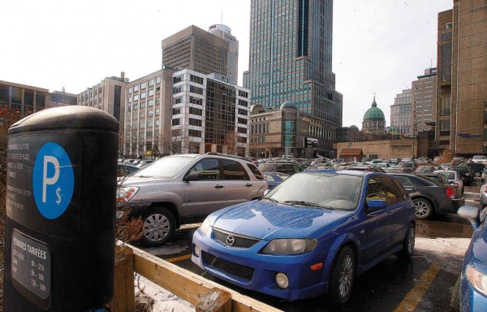 Tout en reconnaissant qu&rsquo;il y aura toujours des gens qui auront besoin de leur voiture, Montr&eacute;al souhaite d&rsquo;&eacute;liminer les aires de stationnement &agrave; ciel ouvert, inesth&eacute;tiques dans le paysage urbain.<br />