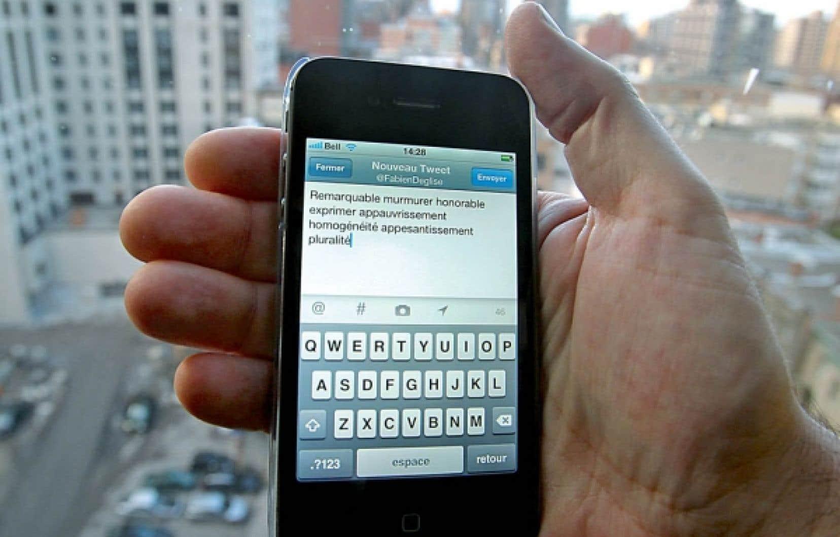 Le courriel est progressivement abandonn&eacute; au profit des r&eacute;seaux sociaux et des autres canaux de communication comme le texto, mais &eacute;galement le microclavardage passant par Twitter.<br />