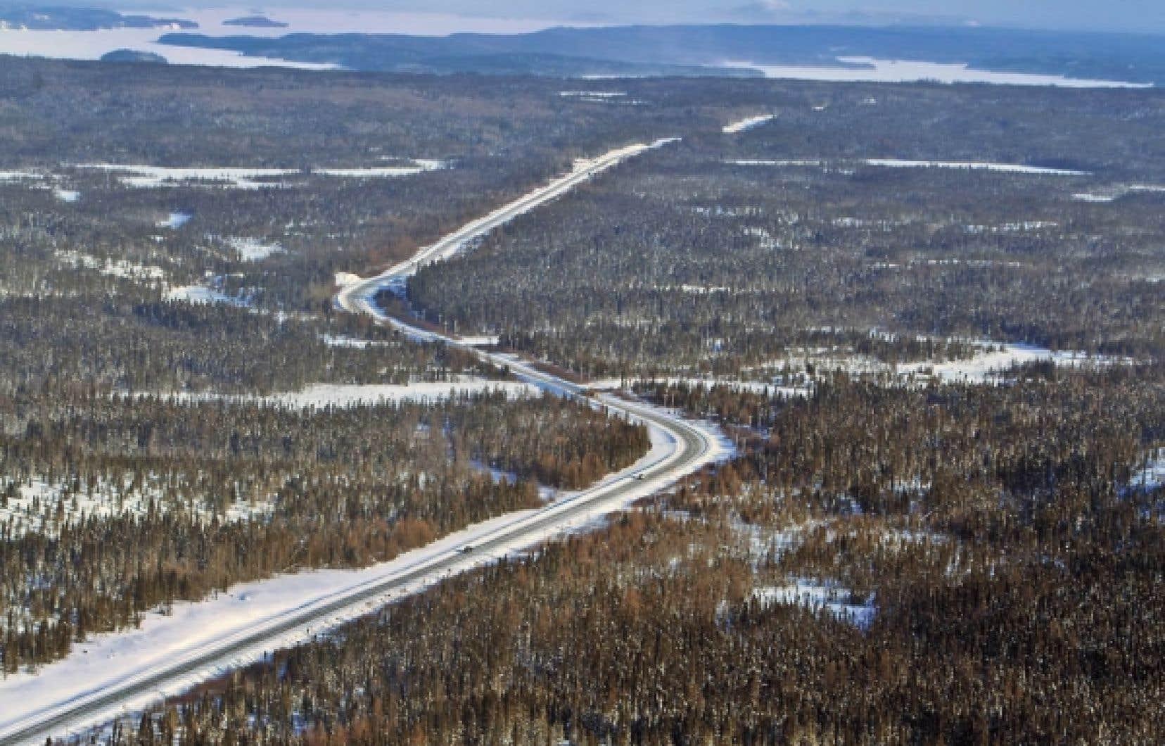 La route 167 s'arrête à l'heure actuelle à l'extrémité nord du lac Albanel. <br />