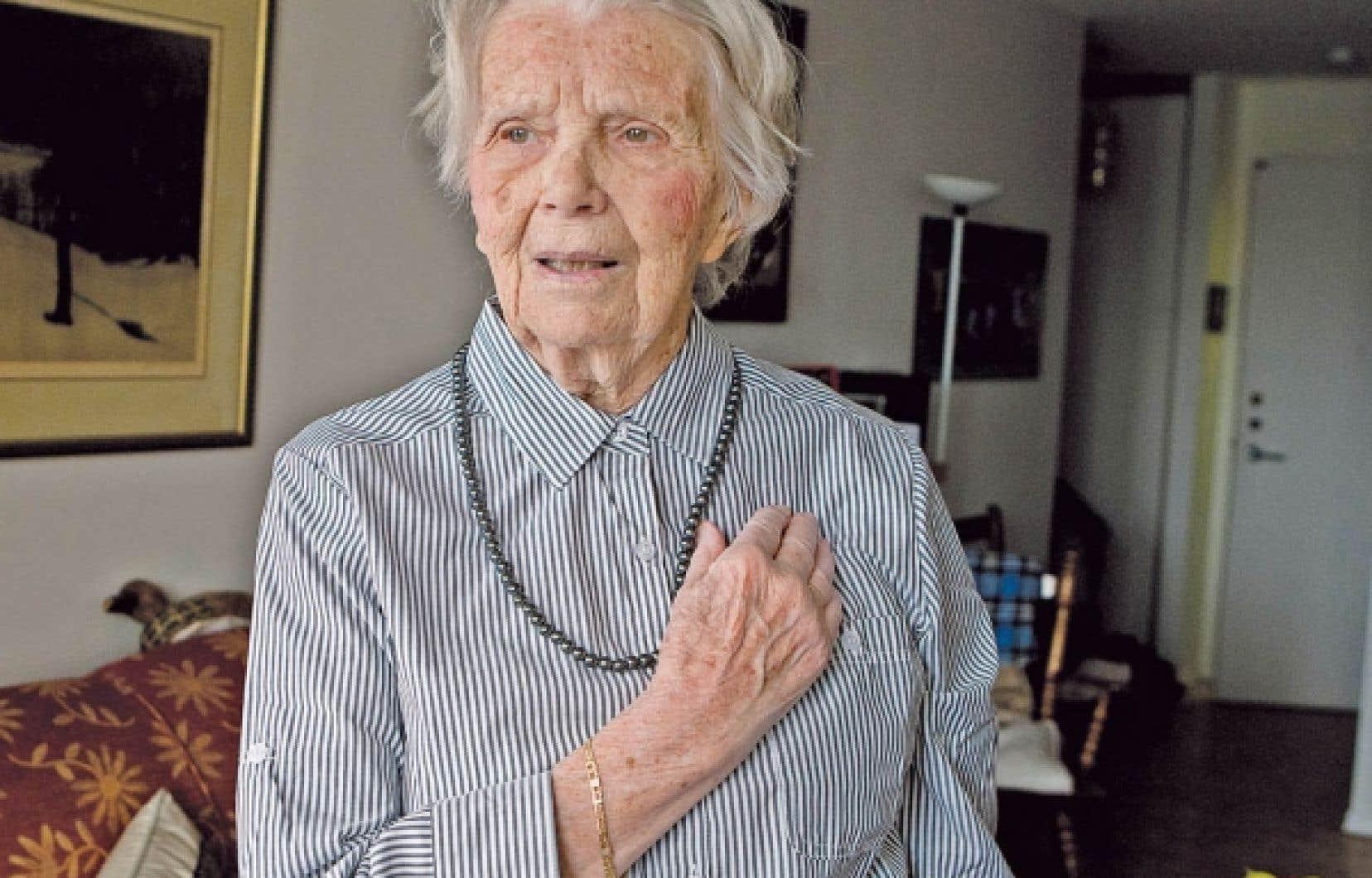 Une vie d'aventures à la dure, 12 enfants sur trois continents et aucun 8 mars à l'horizon, Monique Cardyn n'a pas chômé durant ses 90 années d'existence.