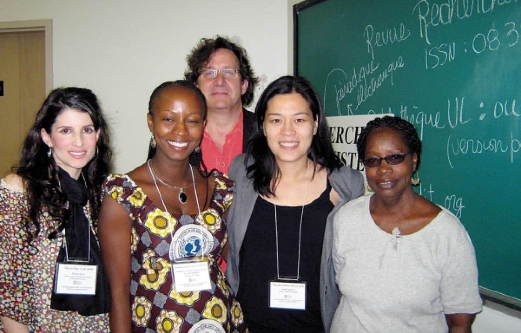 Marie-Pier Girard, Hannatou Ousmane, Myriam Ariey-Jouglard et Codou Bop, conférencières, ainsi que Richard Marcoux, président de la séance consacrée au travail de jeunes femmes du Sud, à l'Université féministe d'été en 2011<br />