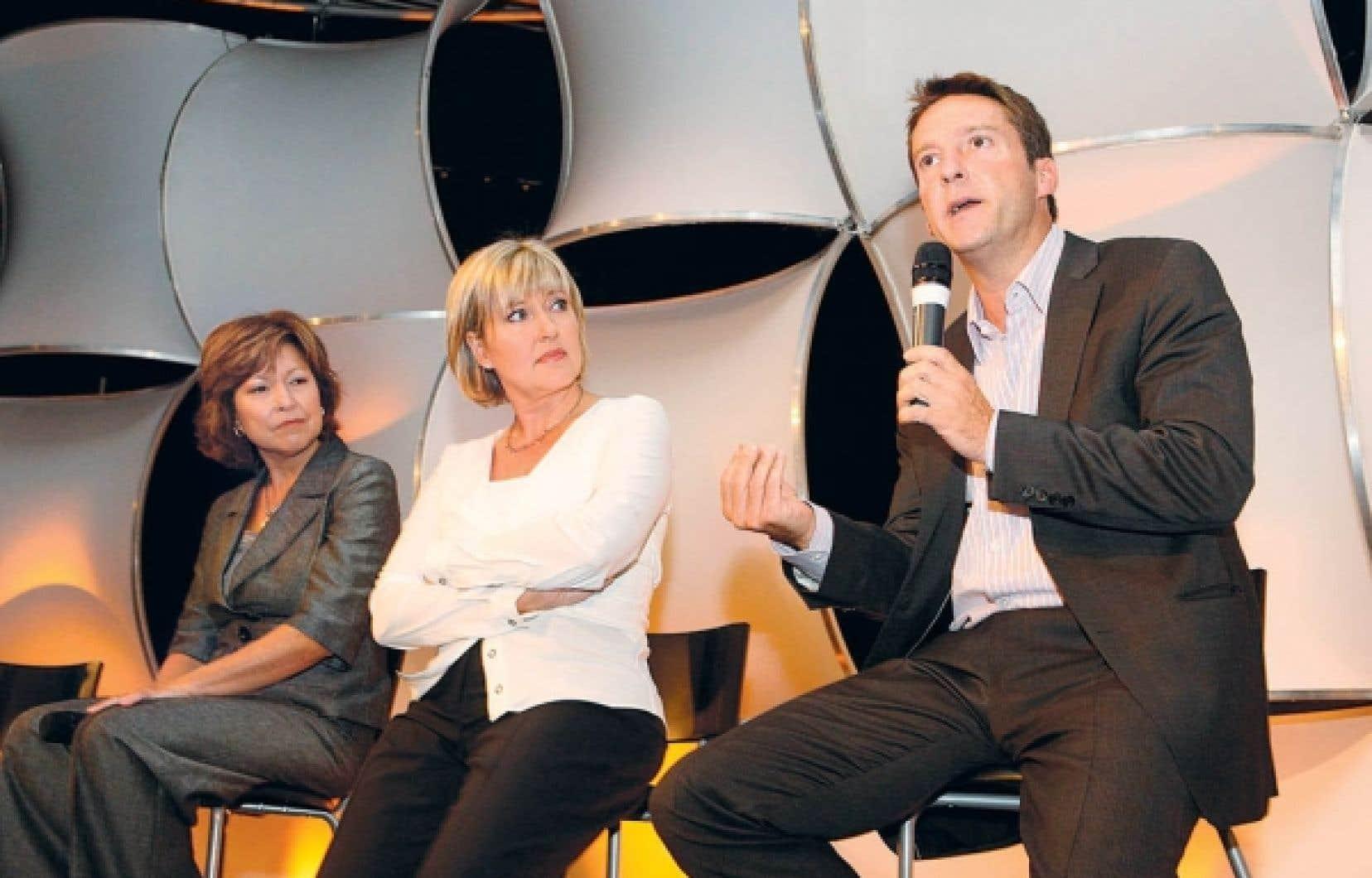 Céline Galipeau, Pascale Nadeau et Patrice Roy, photographiés en 2009 lors du lancement de la programmation de Radio-Canada.<br />
