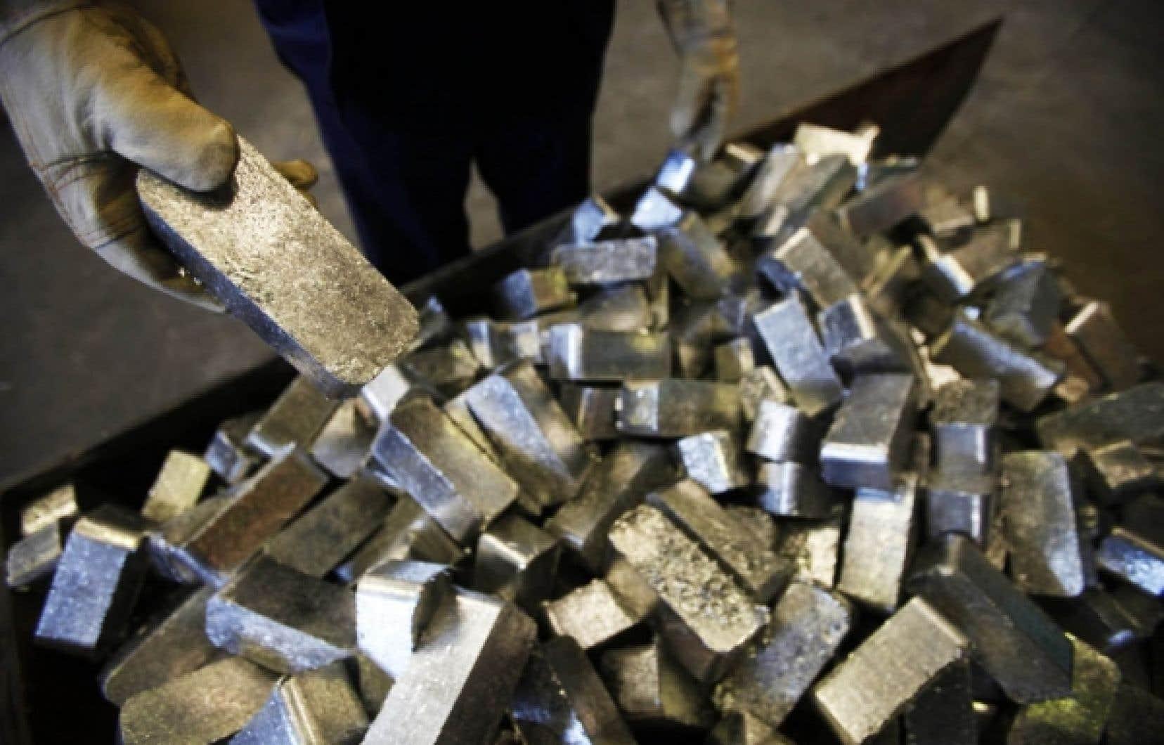 Depuis que Rio Tinto Alcan a d&eacute;cr&eacute;t&eacute; son lockout il y a un peu plus de deux mois, le prix de l&#39;aluminium a grimp&eacute; de 300 $ pour s&#39;&eacute;tablir &agrave; 2173 $US la tonne &agrave; la Bourse des m&eacute;taux de Londres. Pour la seule usine d&#39;Alma, qui produit environ 435 000 tonnes d&#39;aluminium par an, cette seule hausse repr&eacute;sente un b&eacute;n&eacute;fice suppl&eacute;mentaire de 130 millions si elle se maintient en 2012.<br />
