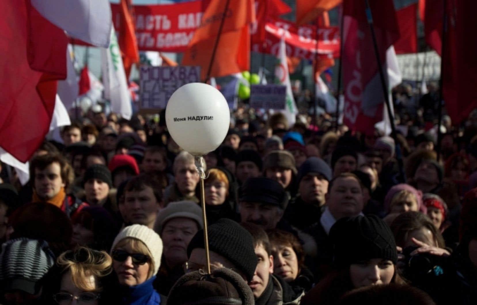 Lors de la manifestation d'opposants russes à Vladimir Poutine, qui se tenait dans les rues de Moscou aujourd'hui, on pouvait lire sur un ballon «J'ai été victime d'une escroquerie».