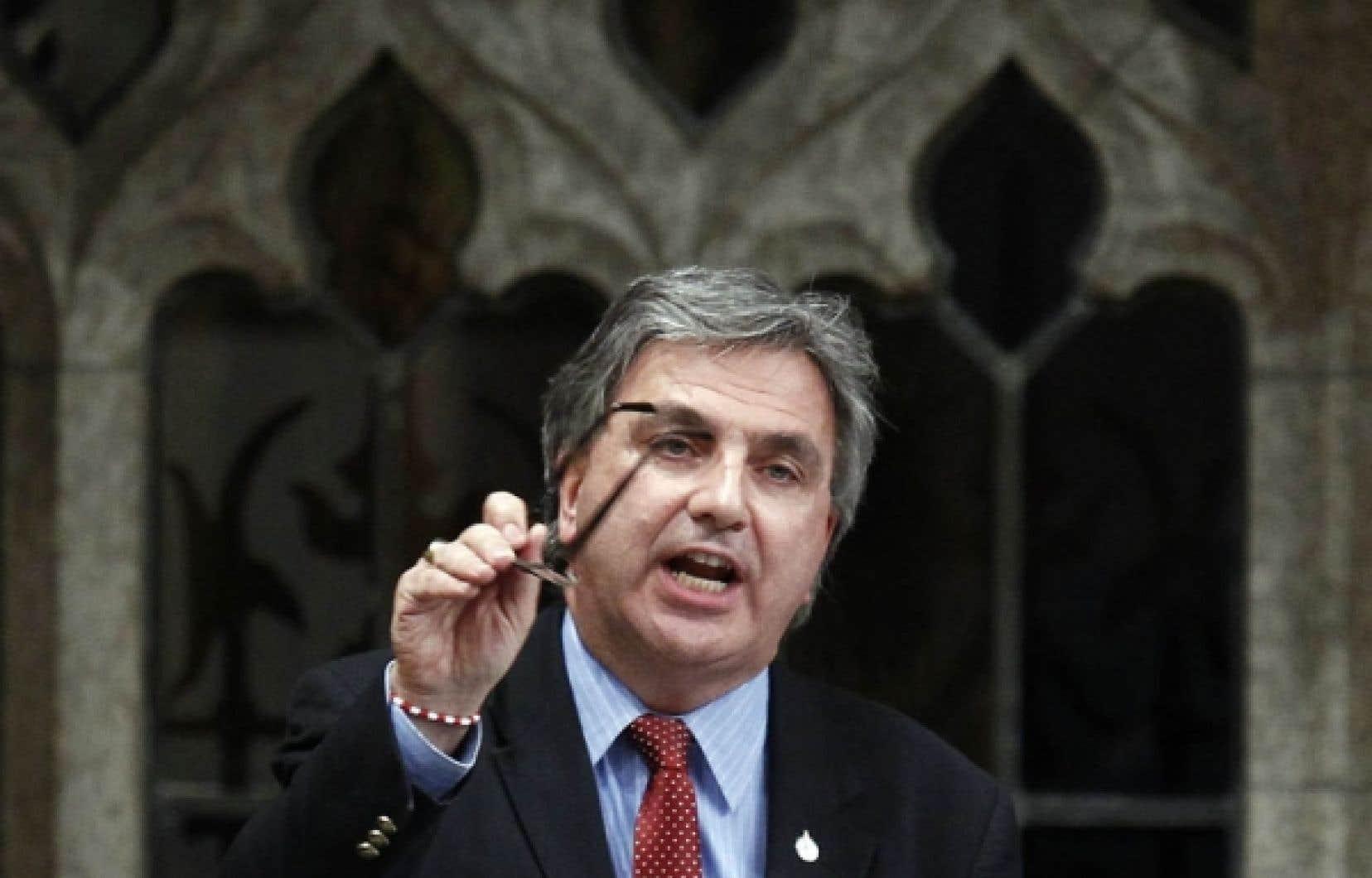 Le député libéral Frank Valeriote a reconnu que son équipe avait elle aussi effectué des appels robotisés avant le scrutin du 2 mai.<br />