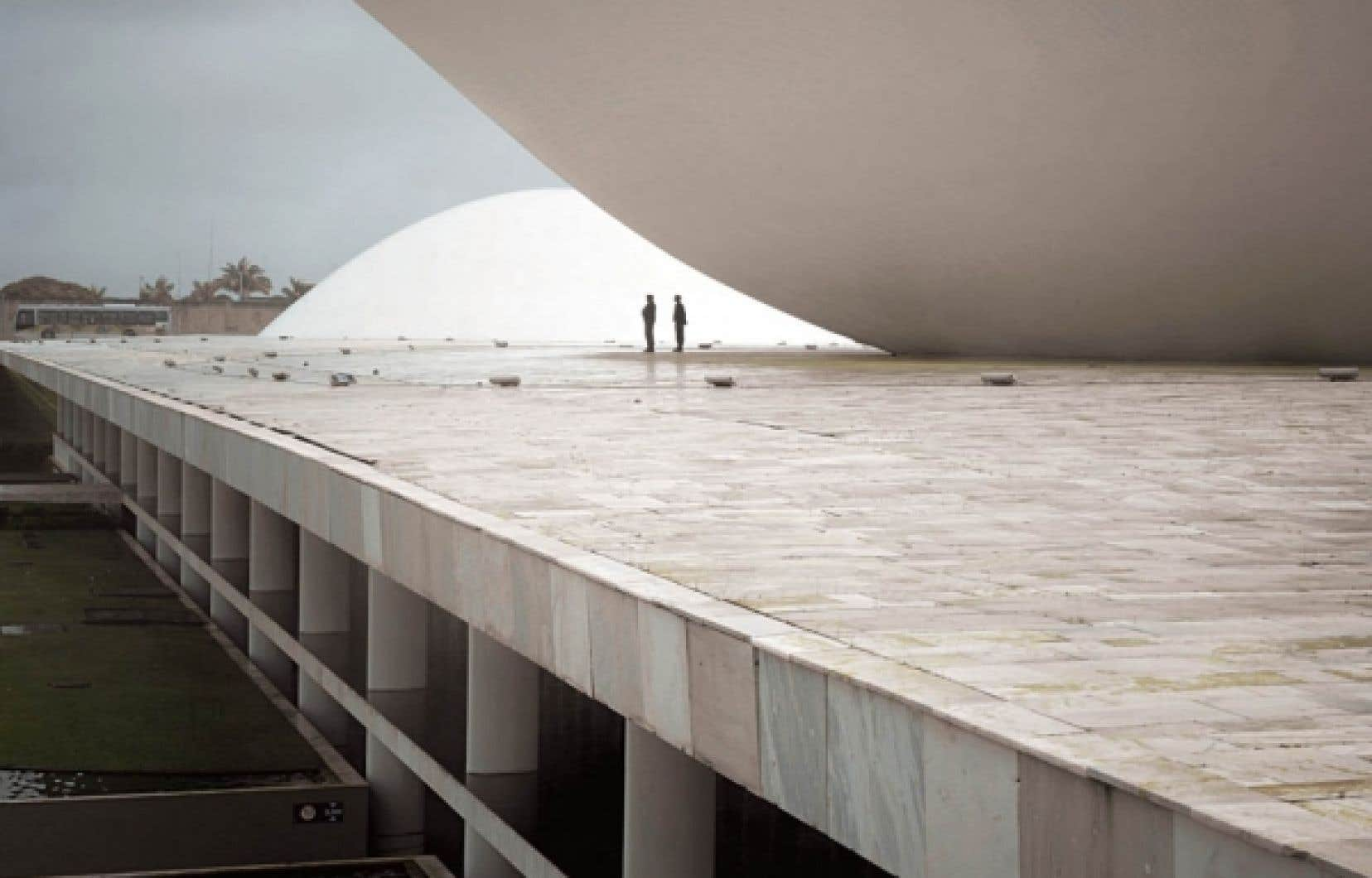 Fabiano Sobreira travaille présentement en partenariat avec le bureau de l'architecte Oscar Niemeyer, à l'origine du bâtiment du Congrès national du Brésil (notre photo).