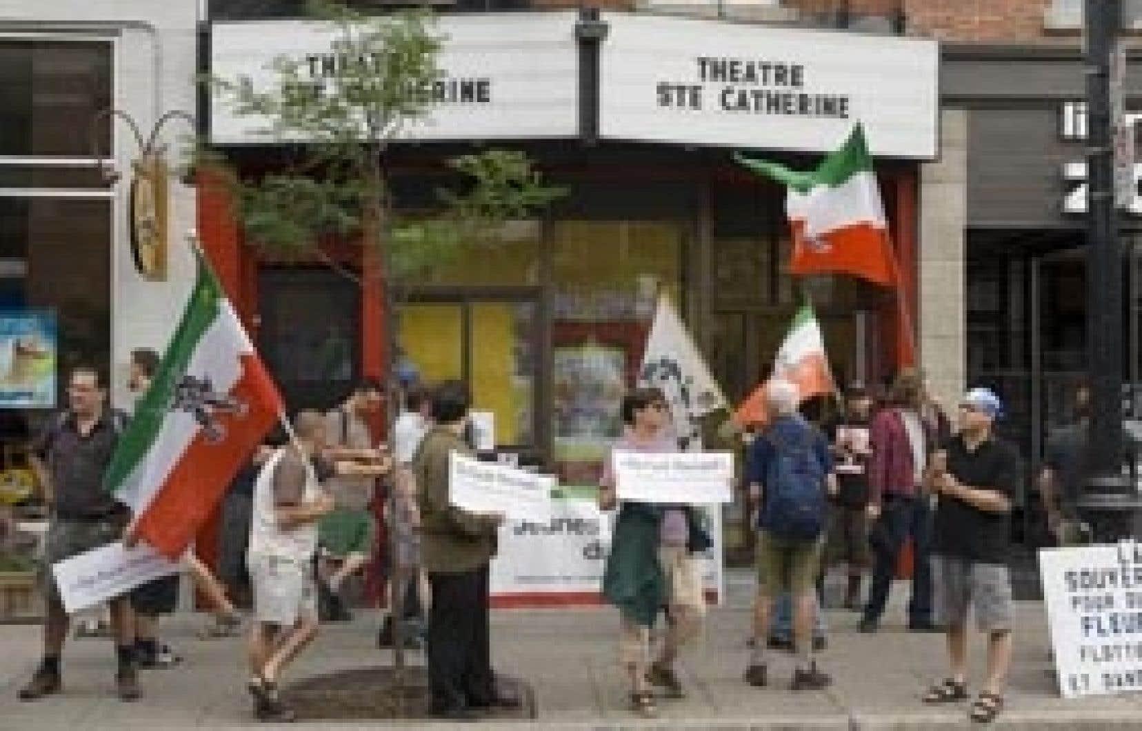 Les manifestants se sont rassemblés hier, à l'invitation des Jeunes Patriotes du Québec.