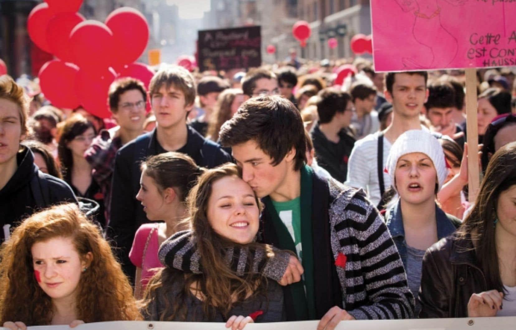 Plusieurs générations se sont unies hier pour protester contre la hausse des droits de scolarité. Ils étaient des dizaines de milliers à manifester à Montréal (ci-dessus), mais aussi à Québec, Sherbrooke et Alma.<br />