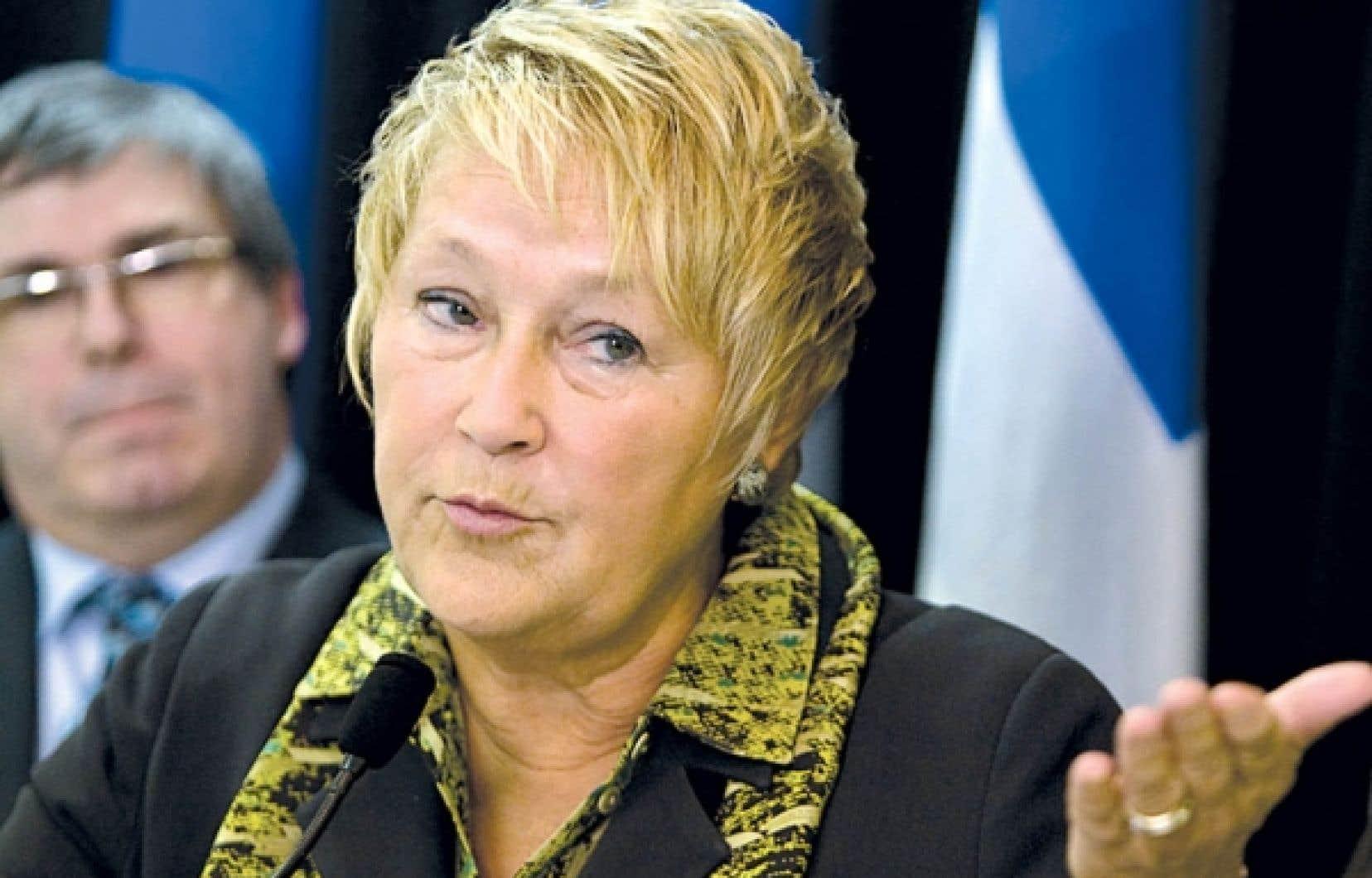 La chef péquiste, Pauline Marois, refuse de s'engager à geler durablement les droits de scolarité si elle prend le pouvoir.<br />