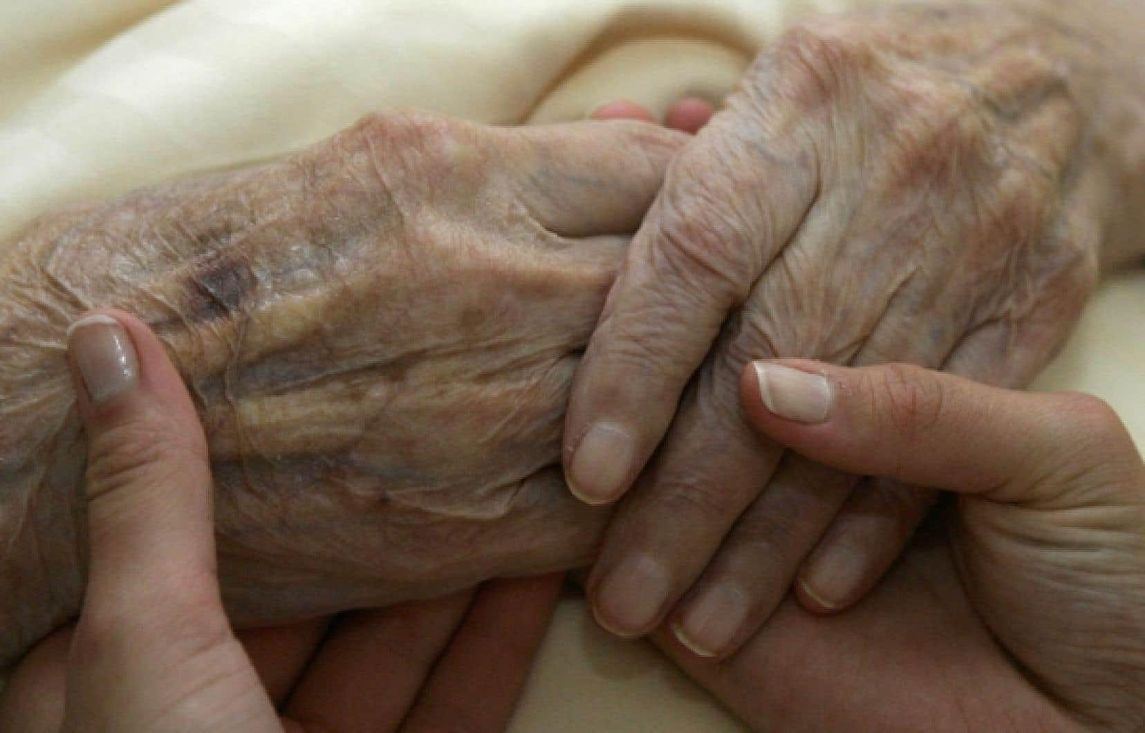 Le coeur des 22 recommandations de la commission porte sur les moyens à mettre en place pour éviter aux grands malades l'odieux de devoir supplier qu'on les aide à mourir.