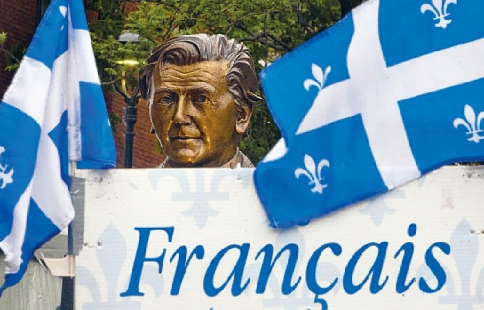 Dévoilement du buste en bronze de Camille Laurin, père de la loi 101, près de l'édifice de l'Office québécois de la langue française, l'été dernier. <br />